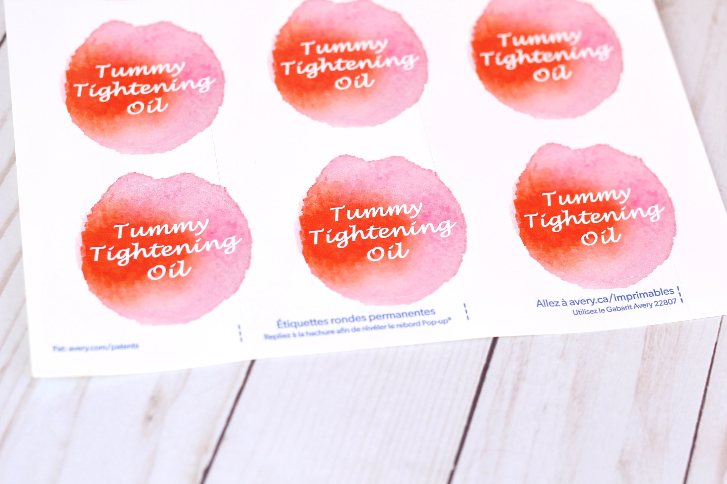 All natural list of ingredients for a DIY that helps to tighten your stomach and diminish appearance of scars and stretch marks. Free printable labels PDF included!