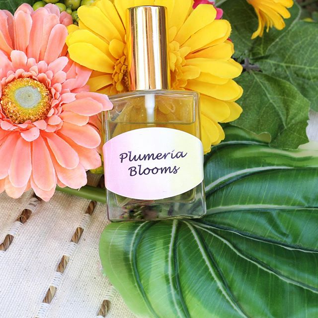 Have I mentioned lately how I love making my own perfume!? My latest recipe adds a mix of plumeria for a summery sweet note. For this recipe I used a mix of both essential and fragrance oils to get a unique scent 🌸 For any of you DIY fanatics, I use @brambleberry for this recipe and al my fragrance oils because they have great scents that are all phthalate free! Click the link in my profile for the full recipe! #diy #diybeauty #diyfragrance #brambleberry #perfumes #cleanbeauty