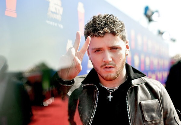 This guy ✌️ @bazzi at the #mtvmovieawards2019 #grooming by me #michalmakeup #Bazzi