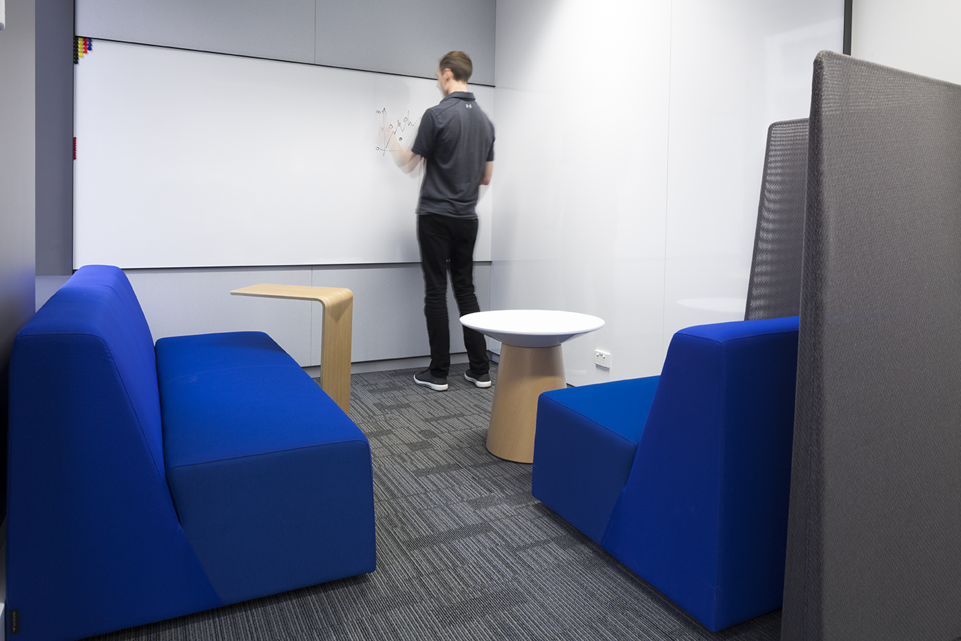A meeting room at BNY Mellon designed by Tall Architects and optimised for collaboration.