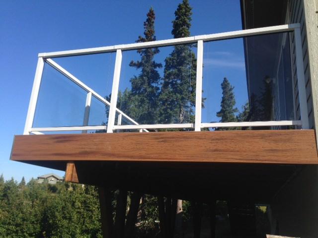 Trex_tiki torch_white railing.JPG