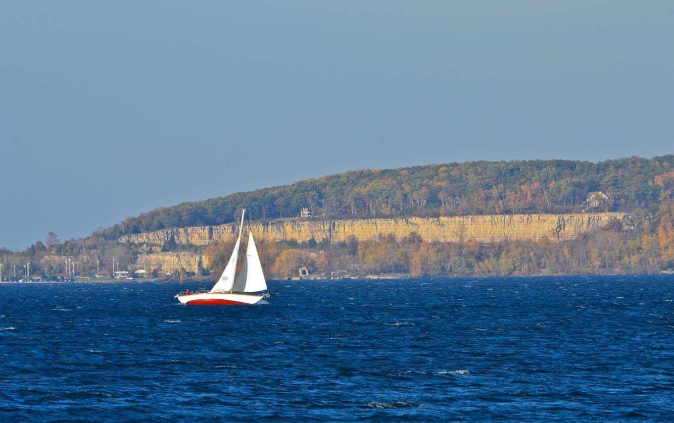 Off the Quarry, sailing a stiff breeze. Fun!