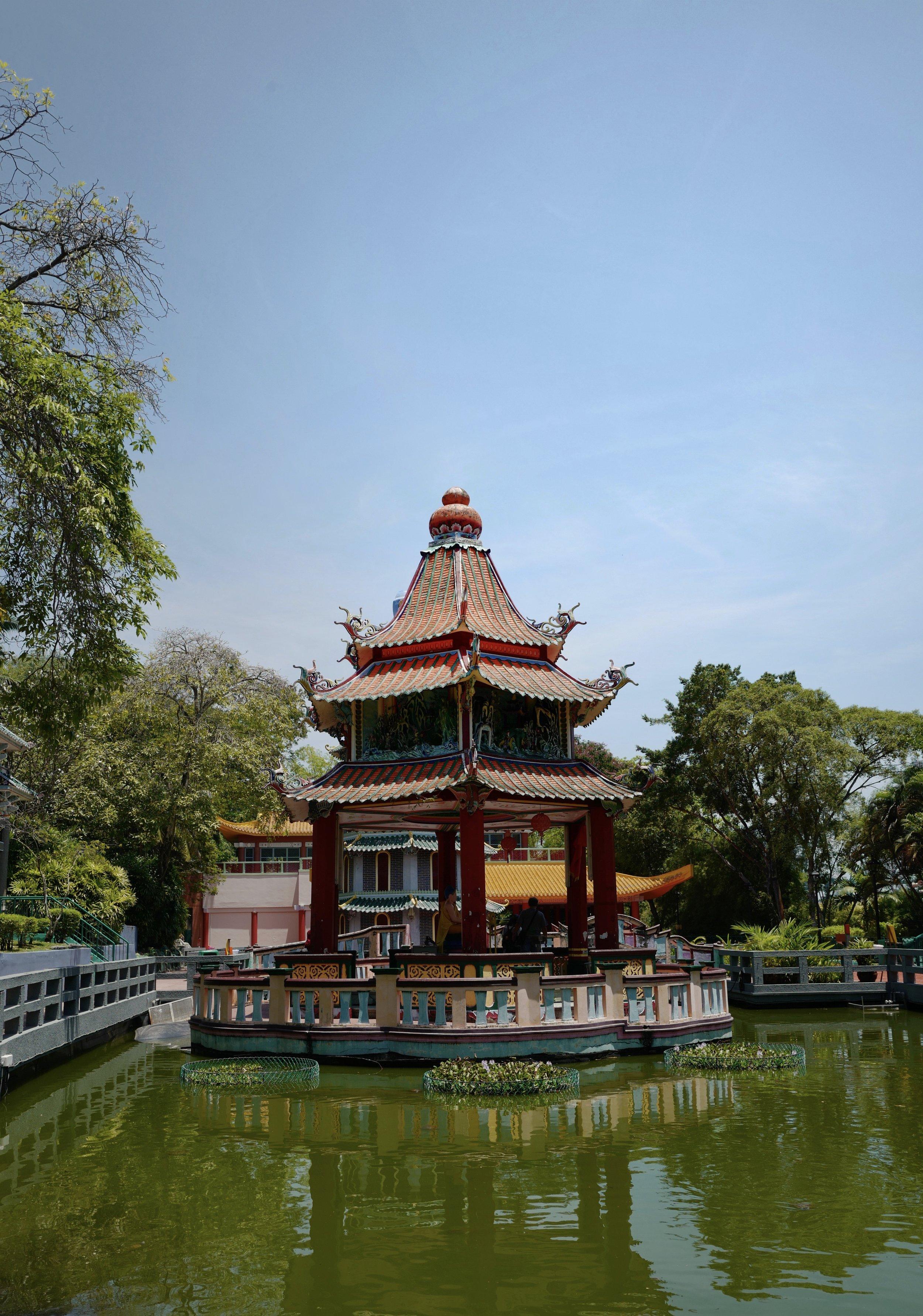 The pagoda at    Haw Par Villa