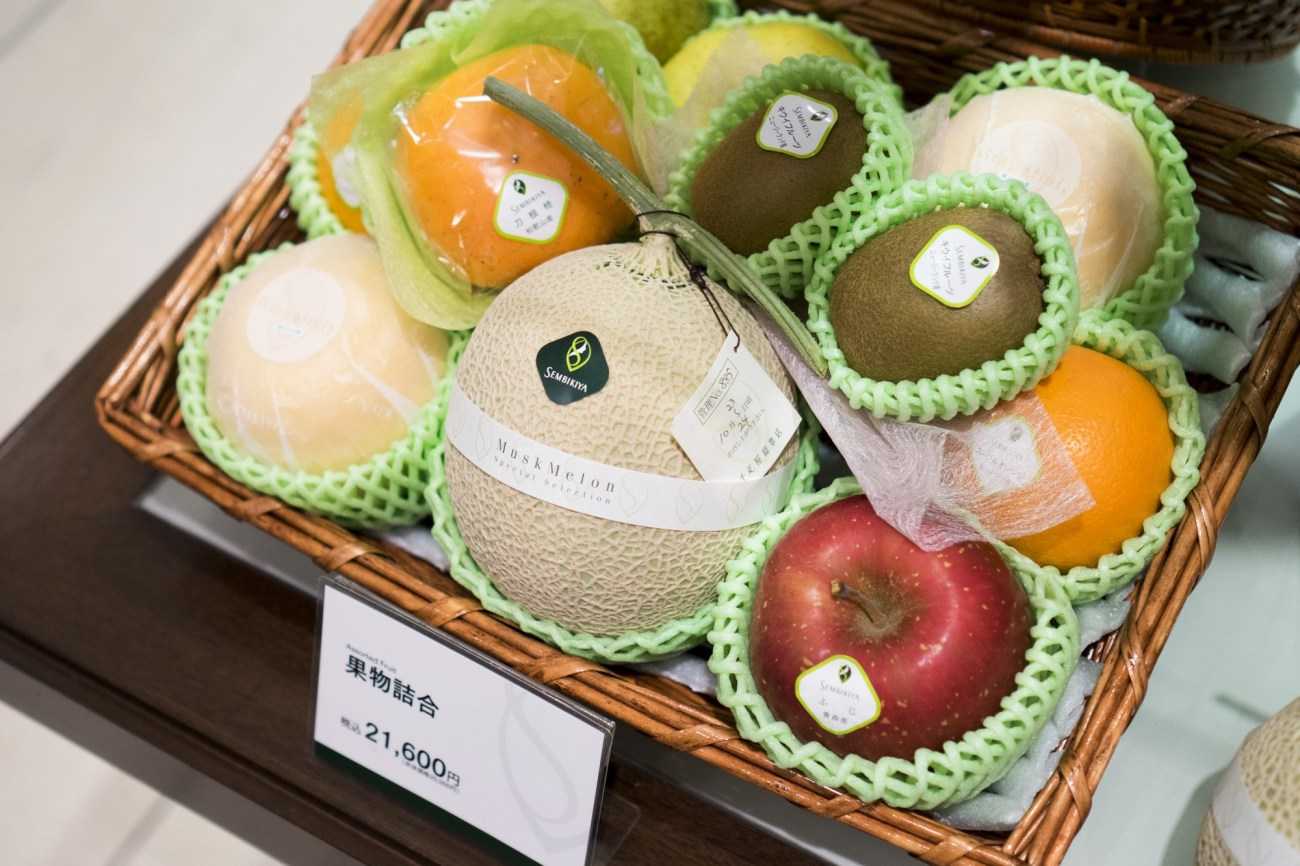 Image from: https://roadsandkingdoms.com/travel-guide/tokyo/why-should-a-melon-cost-as-much-as-a-car/