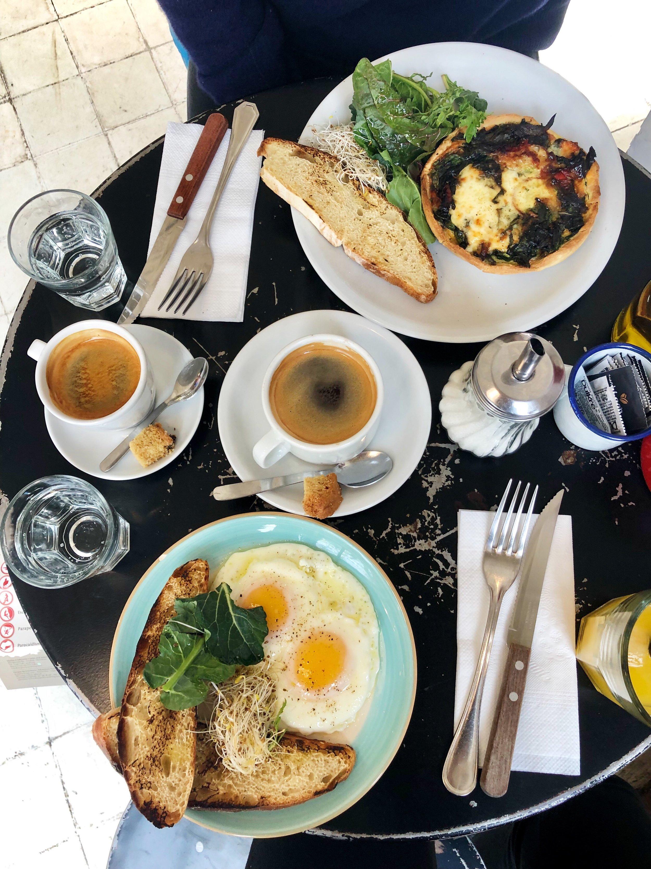 Trendy brunch in Bröd, a café in Mendoza