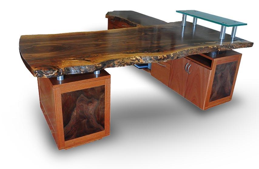 blog desk1.jpg