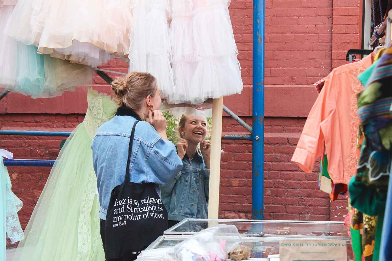 Things-To-Do-In-Brooklyn-Vintage-Shopping-via-5thfloorwalkup.com-by-Melina-Peterson