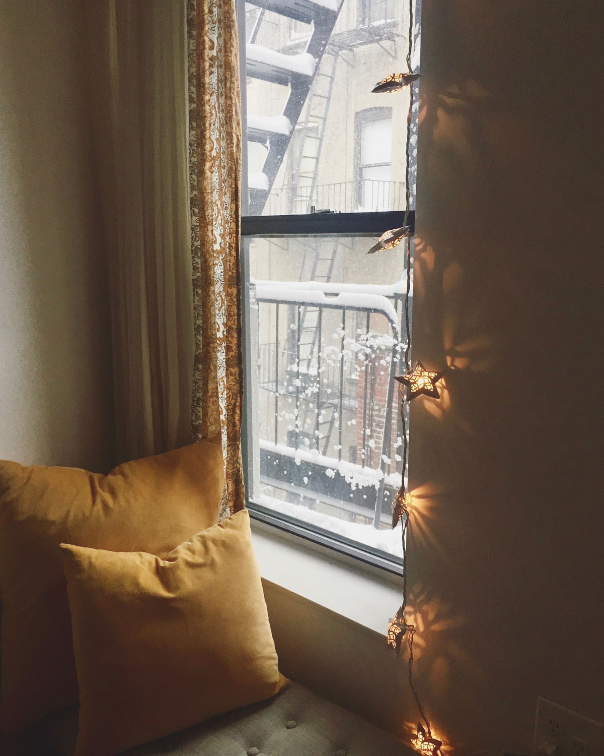 Making-the-most-of-snow-days-in-NYC-via-5thfloorwalkup.com-by-Melina-Peterson.jpg