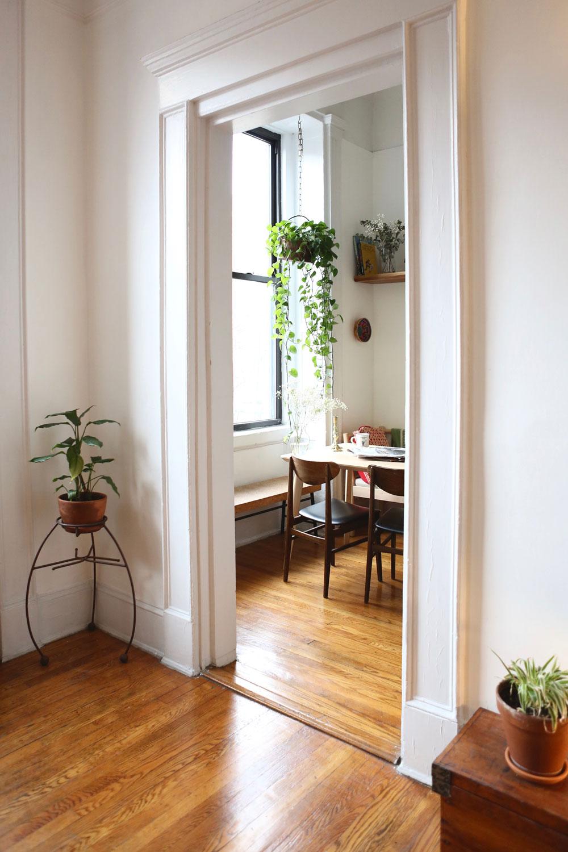 Meet-A-New-Girl-East-Village-apartment-style-via-5thfloorwalkup.com.jpg