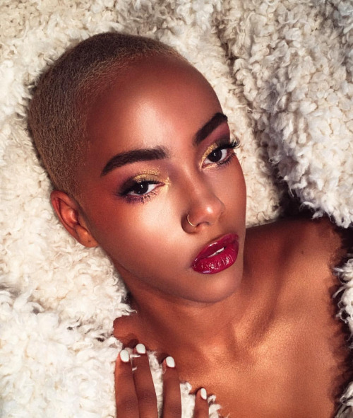Aaliyah's own take on ornate glamour using McGrath's #Gold001 eyeshadow.