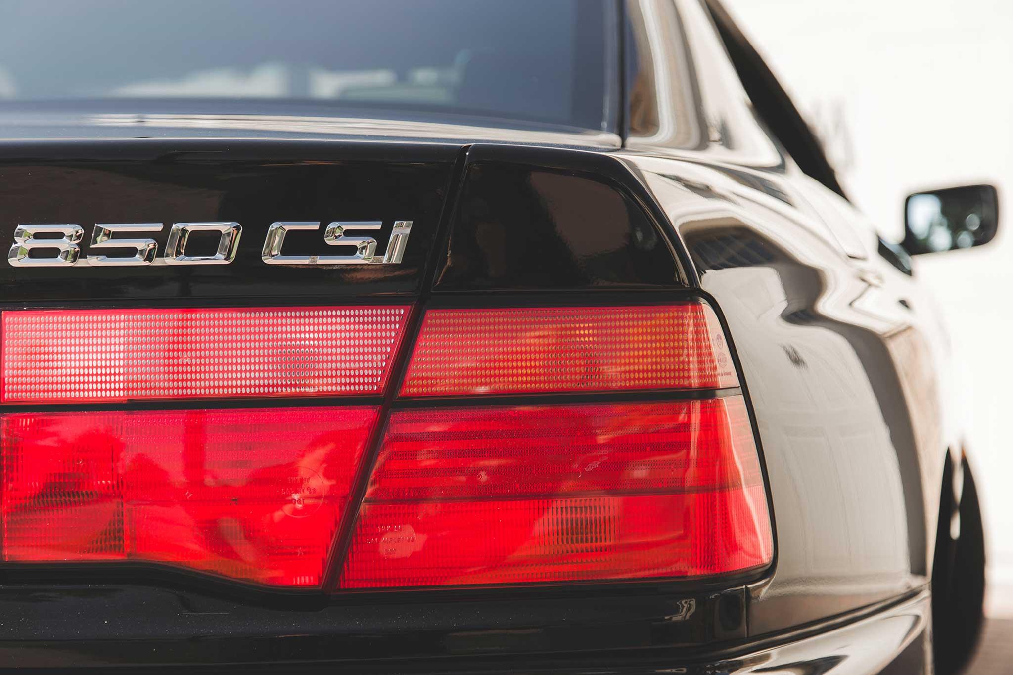 1994-BMW-850CSi-badge-02.jpg