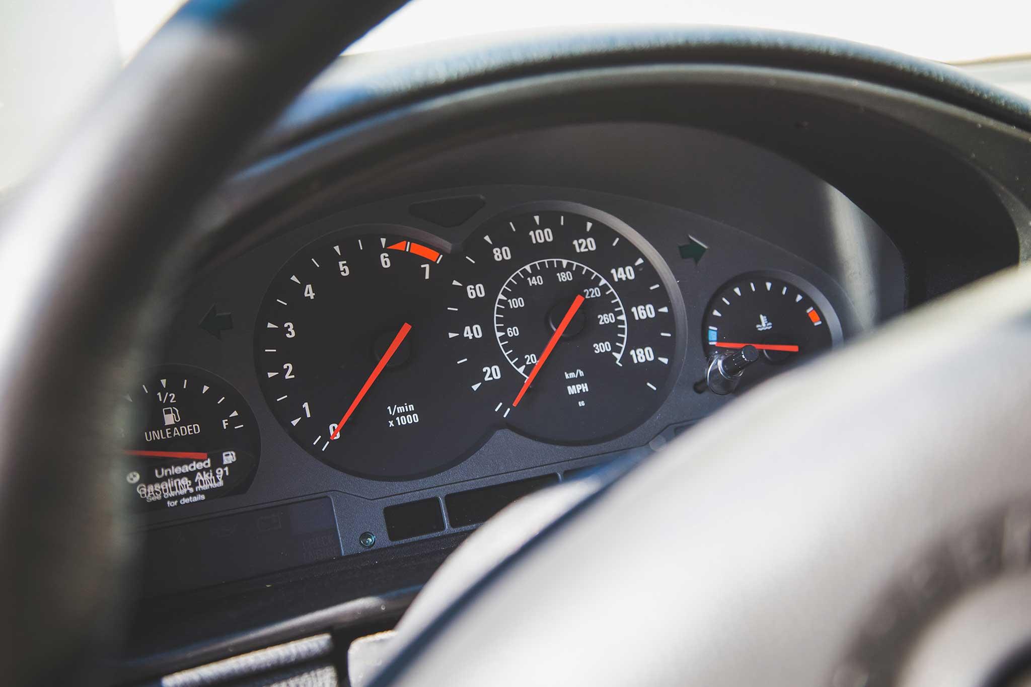 1994-BMW-850CSi-instrument-panel.jpg