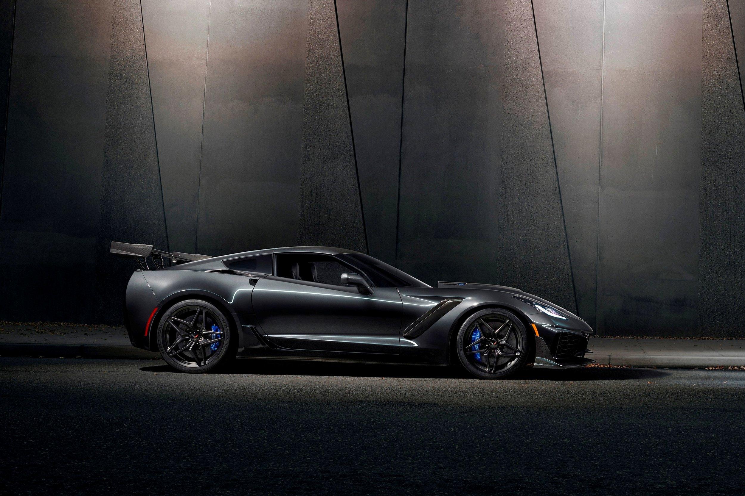 2019-Chevrolet-Corvette-ZR1-BLACKLIST-(17).jpg