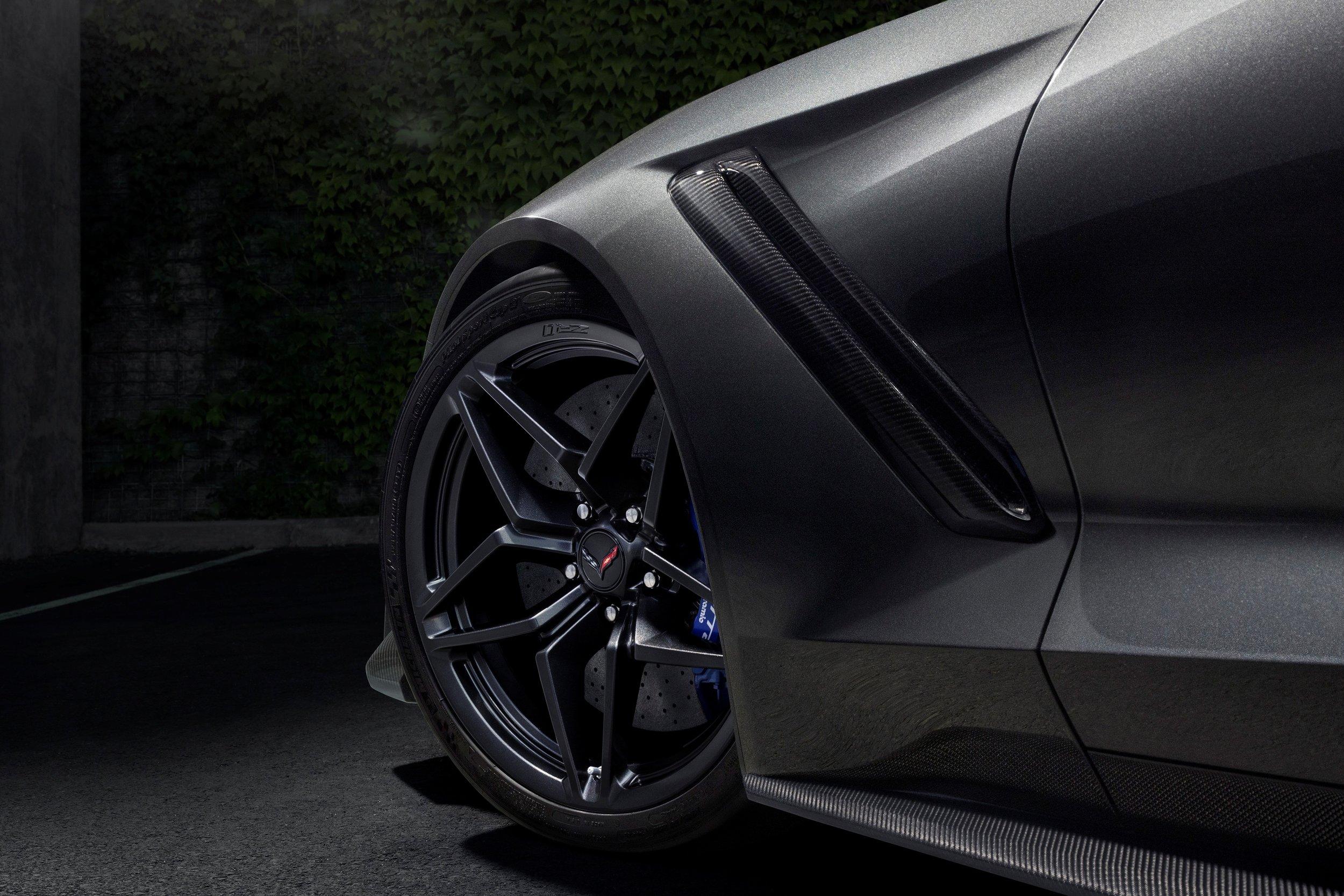 2019-Chevrolet-Corvette-ZR1-BLACKLIST-(21).jpg