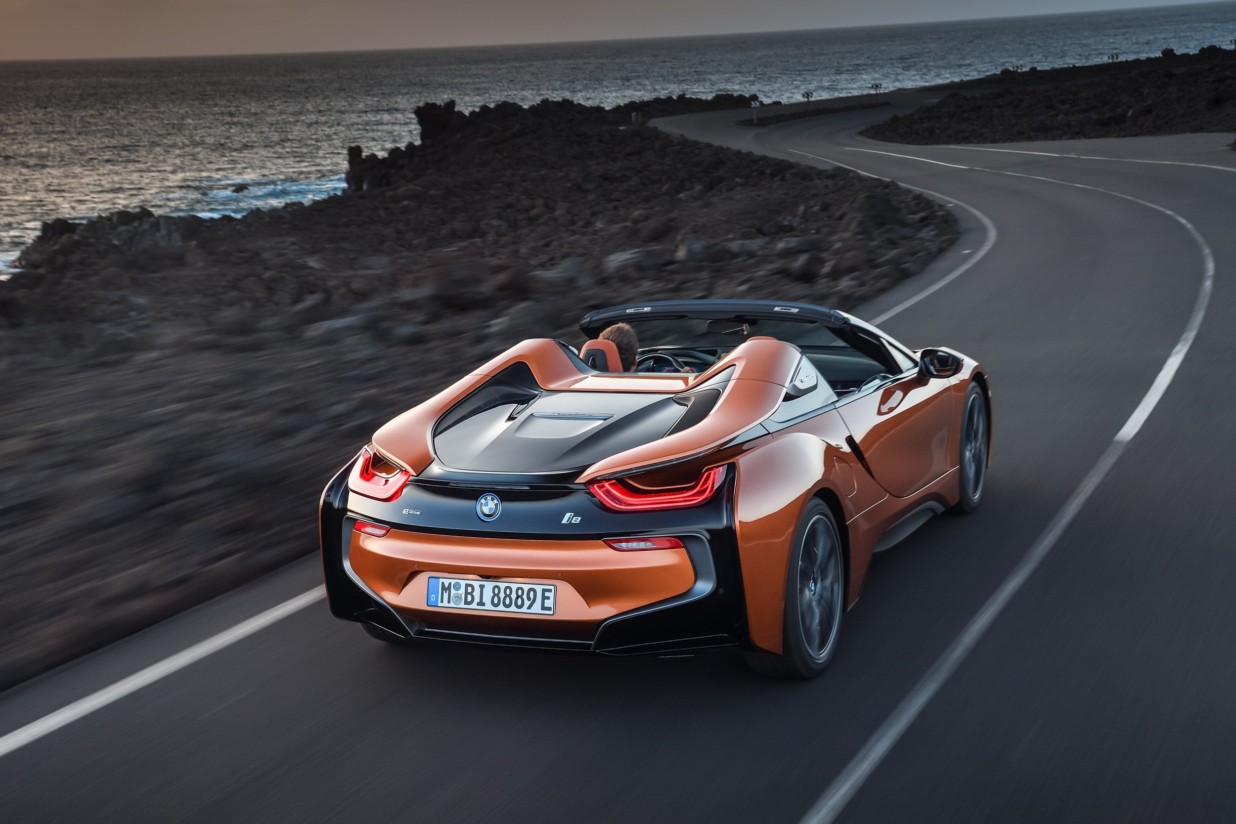 P90285378_highRes_the-new-bmw-i8-roads2.jpg