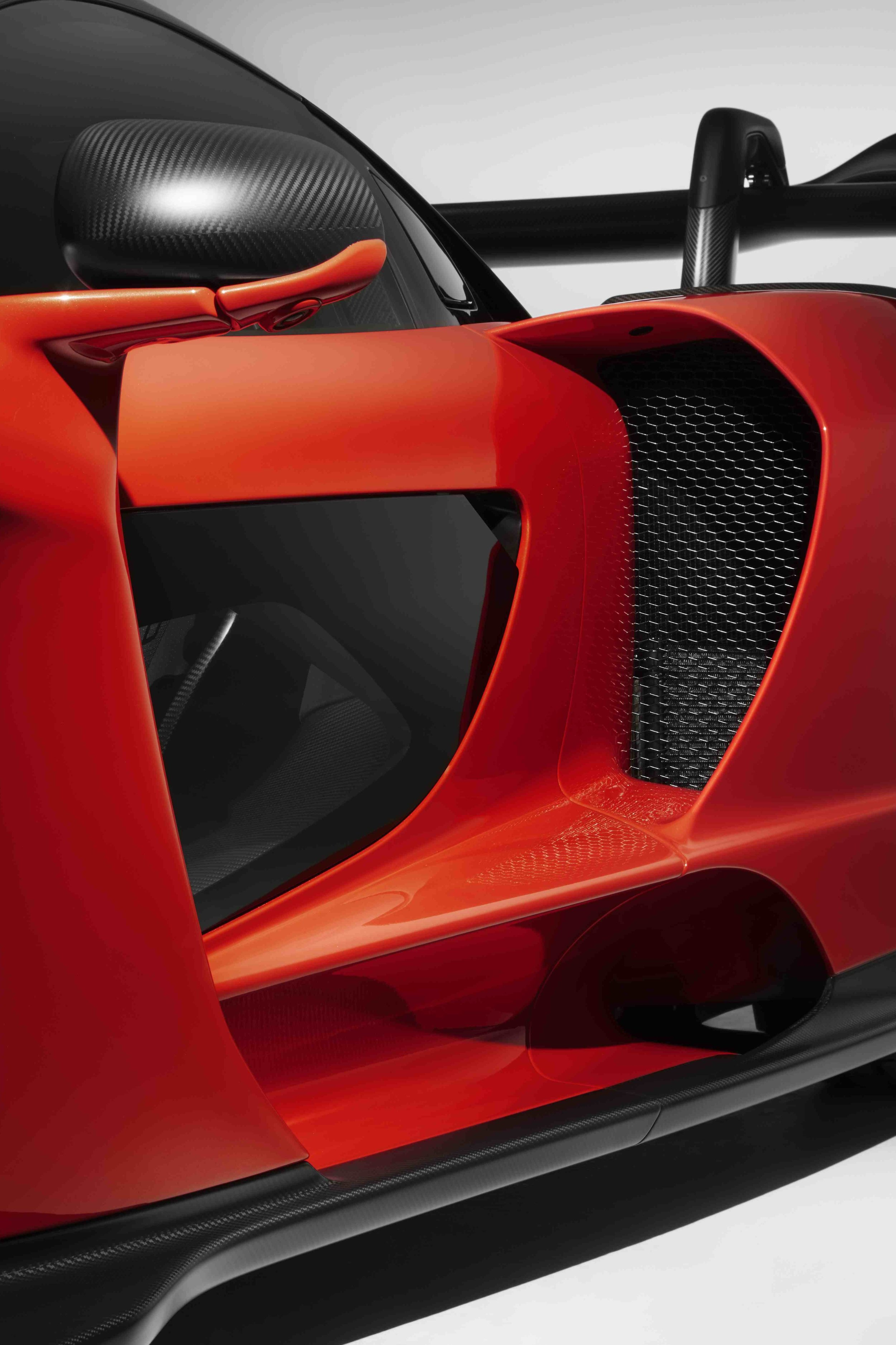 8625McLaren-Senna--side-intake-and-door-strake.jpg