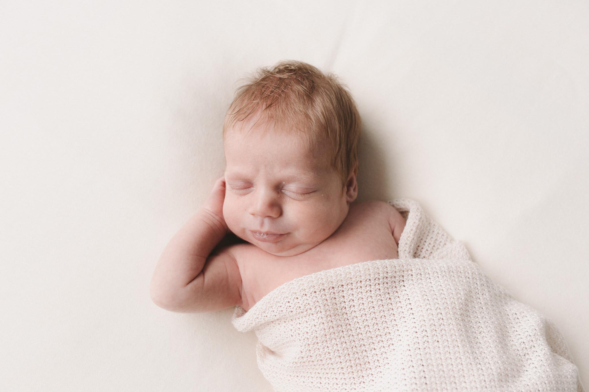 East Melbourne simple natural light newborn Photographer-4.jpg