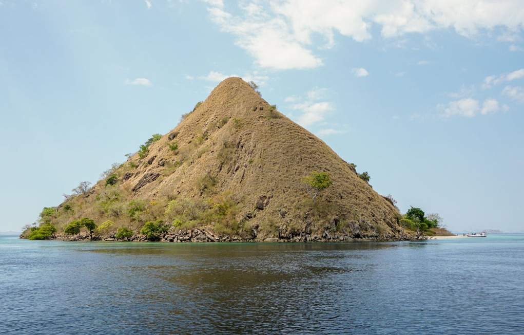 Indonesia-Flores-Komodo-LOB-Trip-Rinca-Island-Heading-to-Rinca-2.jpg