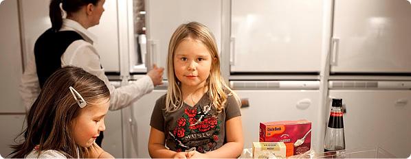 barn i kök