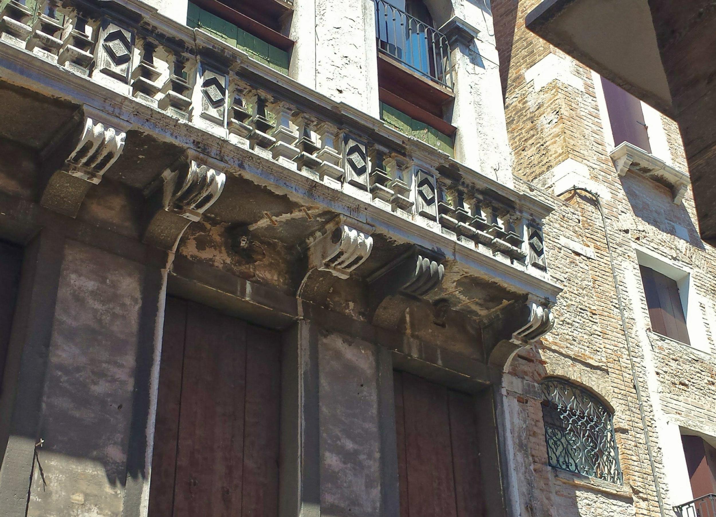 Venice-balcony.jpg