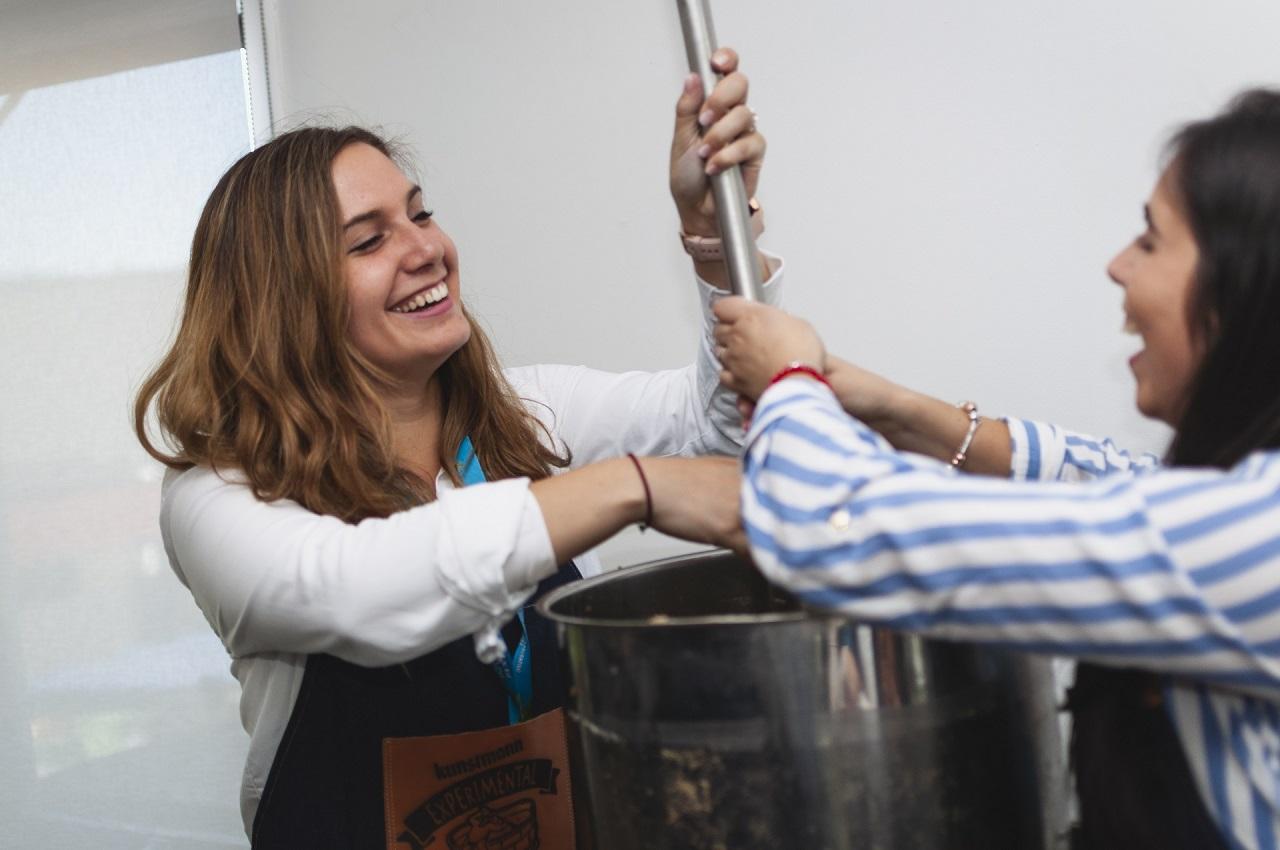 #8M: realizan el primer cocimiento de cerveza colaborativo sólo para mujeres en Valdivia