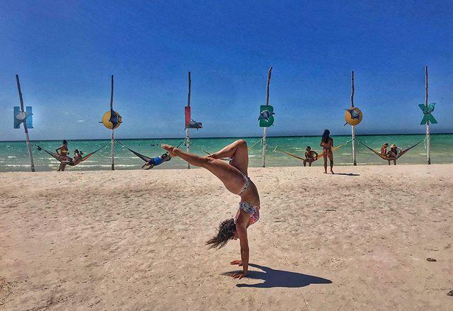 Living that island life 🏝 No cars, no internet, no worries 🤸♀️ #holbox #vivamexico #cuidatuisla