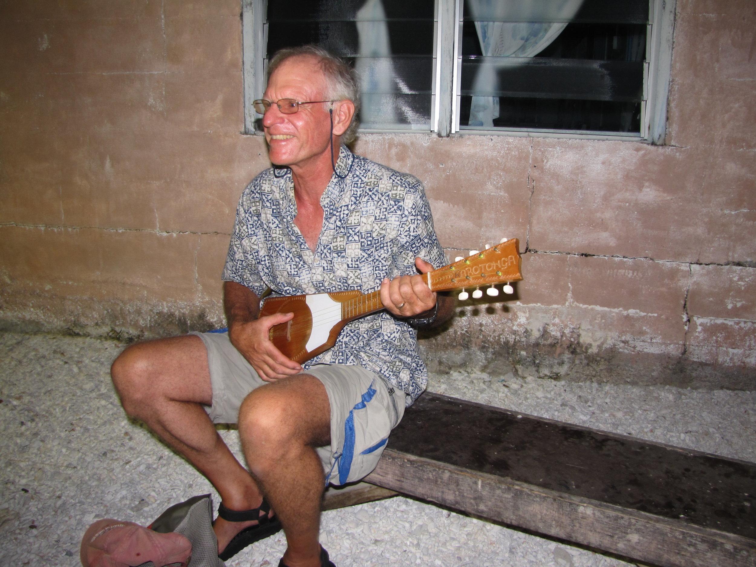 David accompanied on his uke ... NOT!