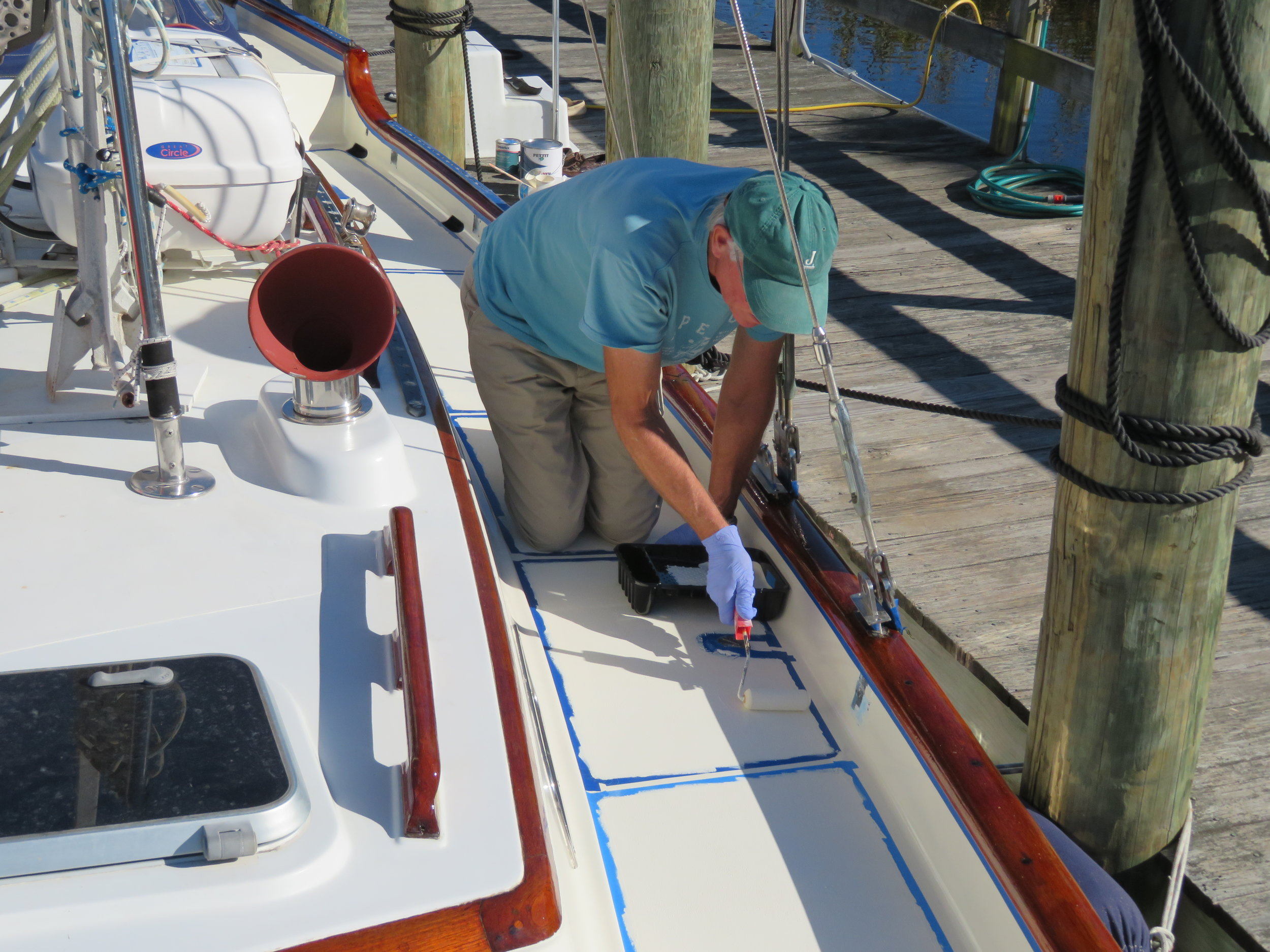 Warmer weather has allowed David to finally finish the deck painting ... Hallelujah!