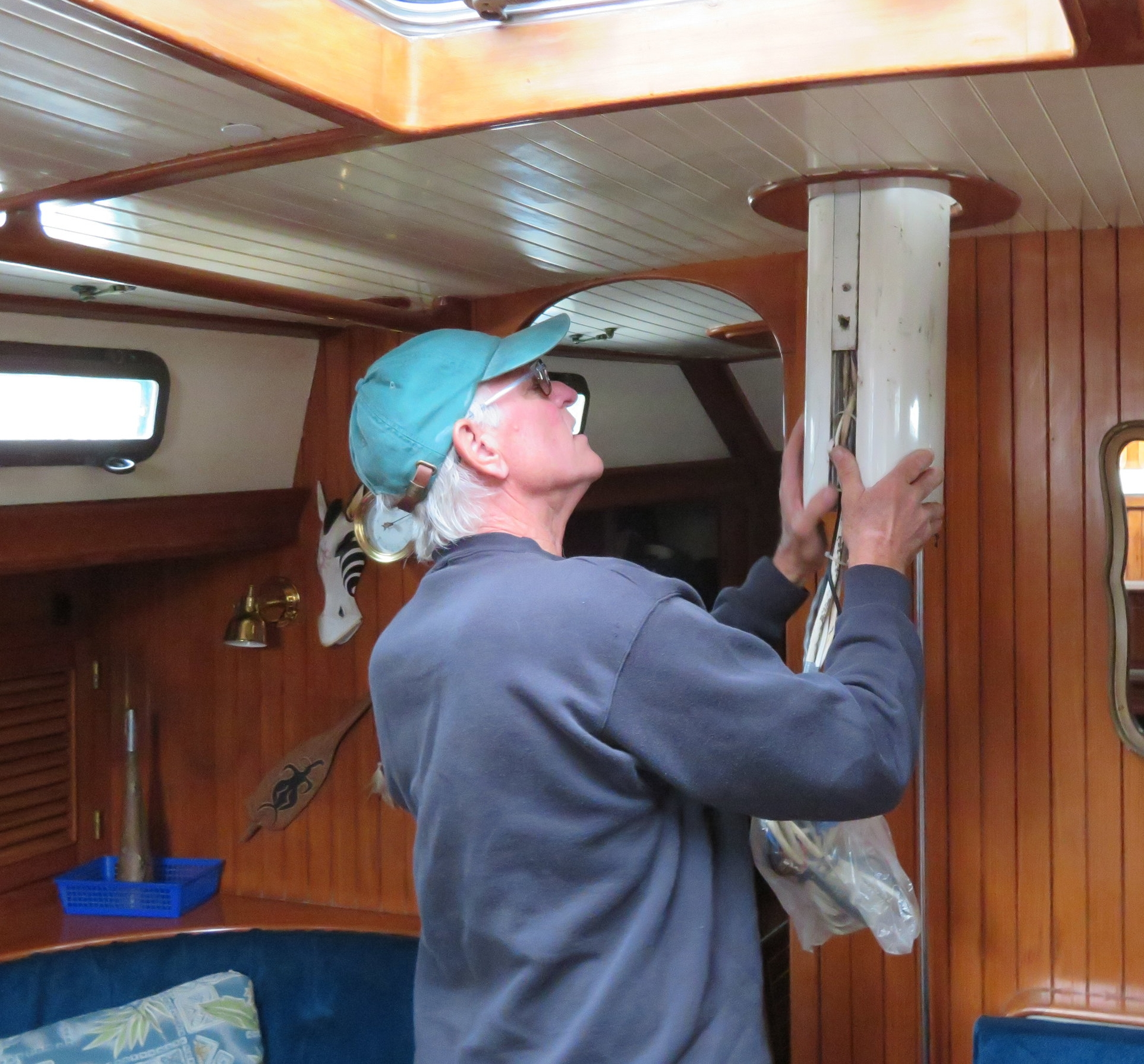 Guiding the base of the mast up and out