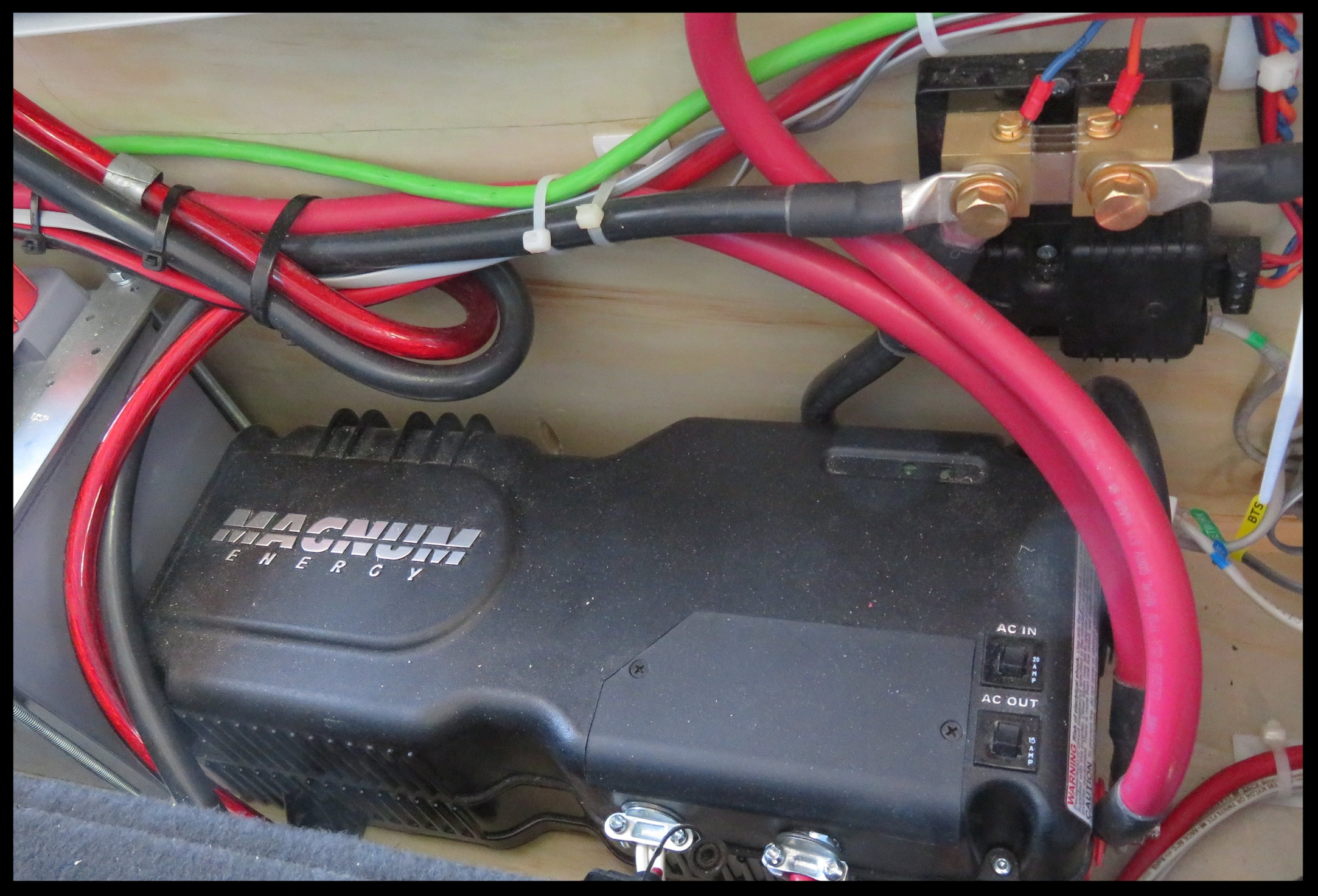 Magnum Inverter/Transfer Switch/Charger