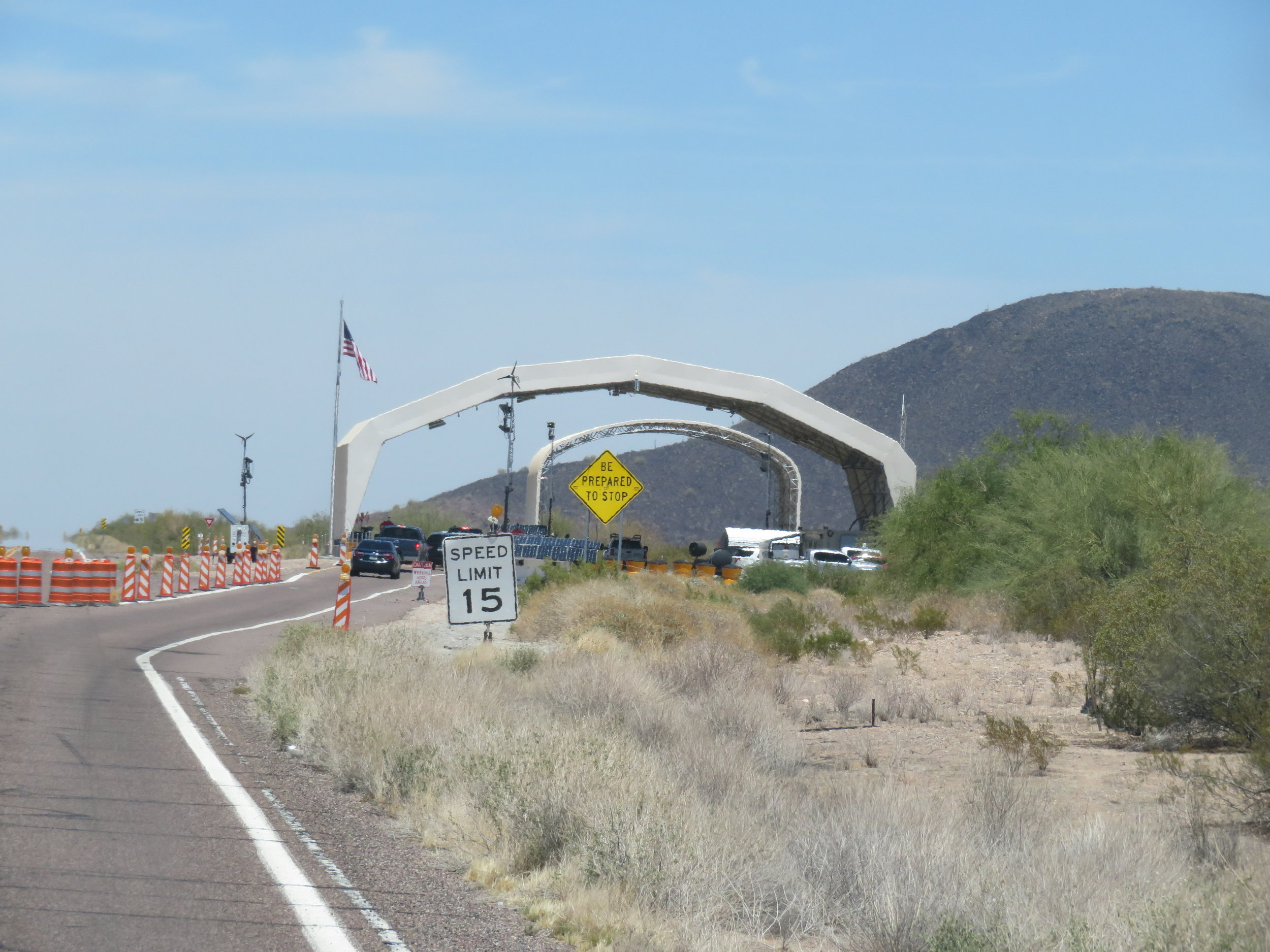 Border checkpoint at Arizona-Cali stateline