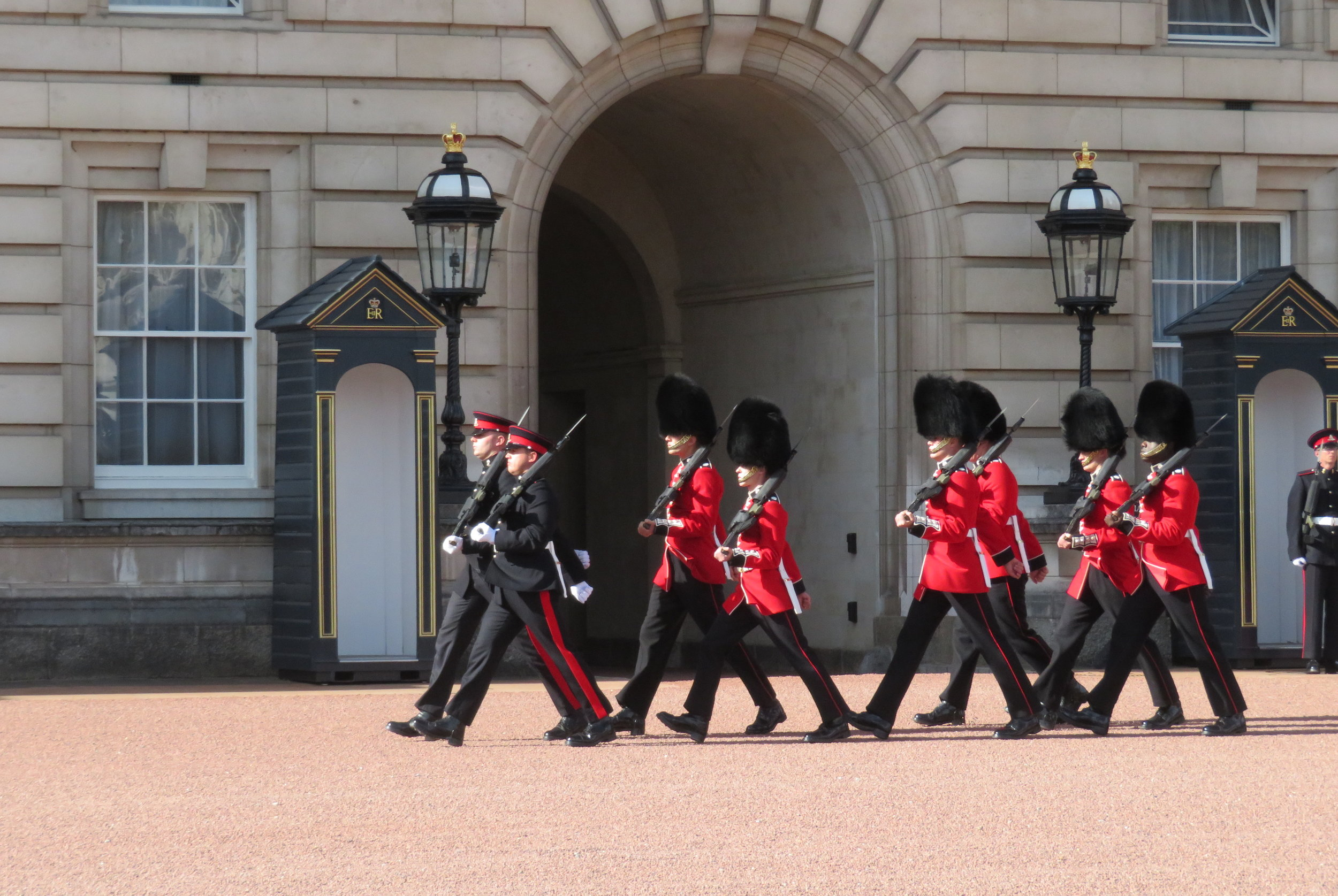 london1_changing guards.JPG