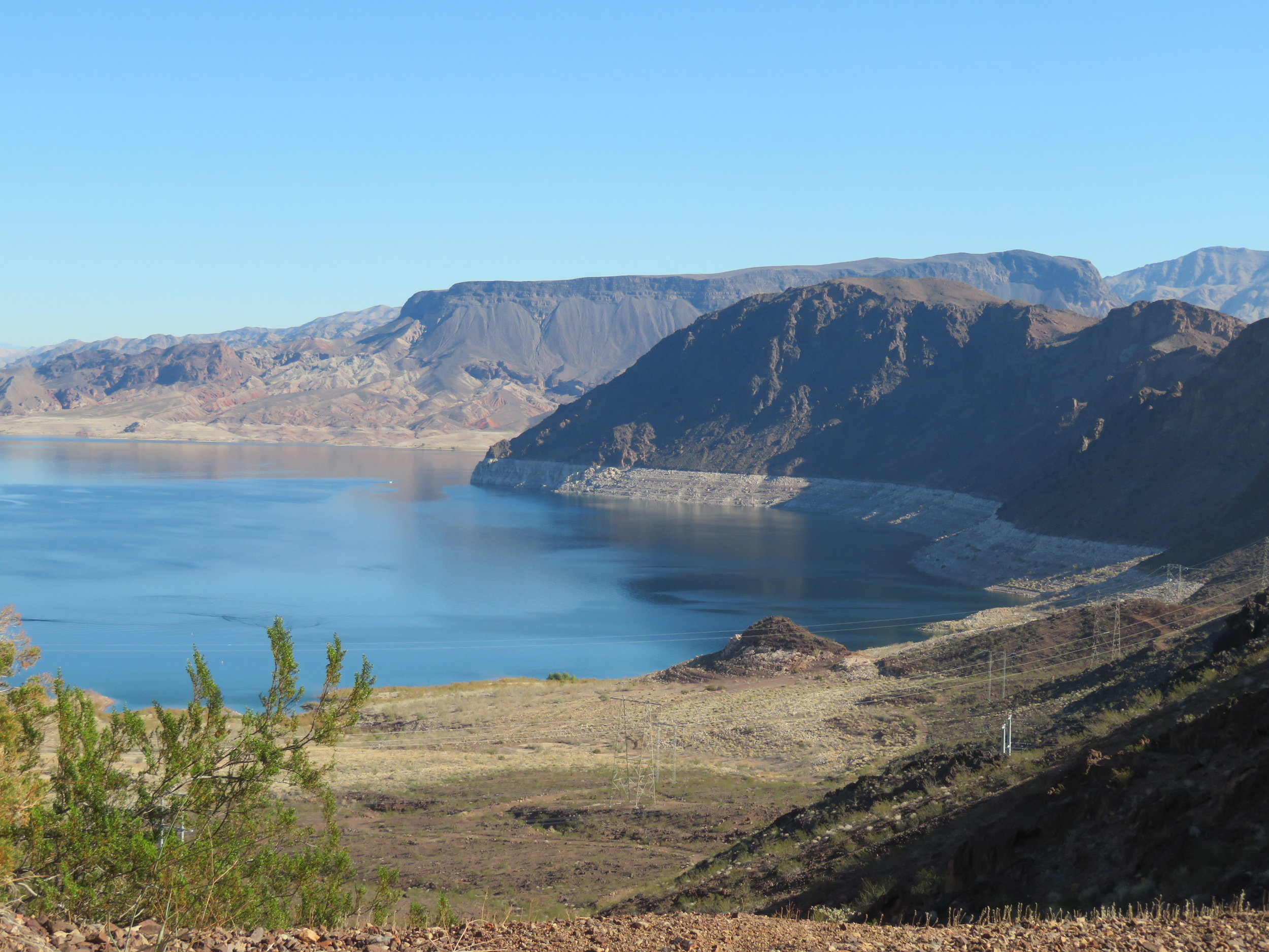 Lake Mead's white bathtub ring was very visible.