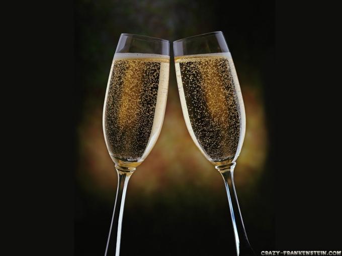 eiffel_champagne-glasses.jpg