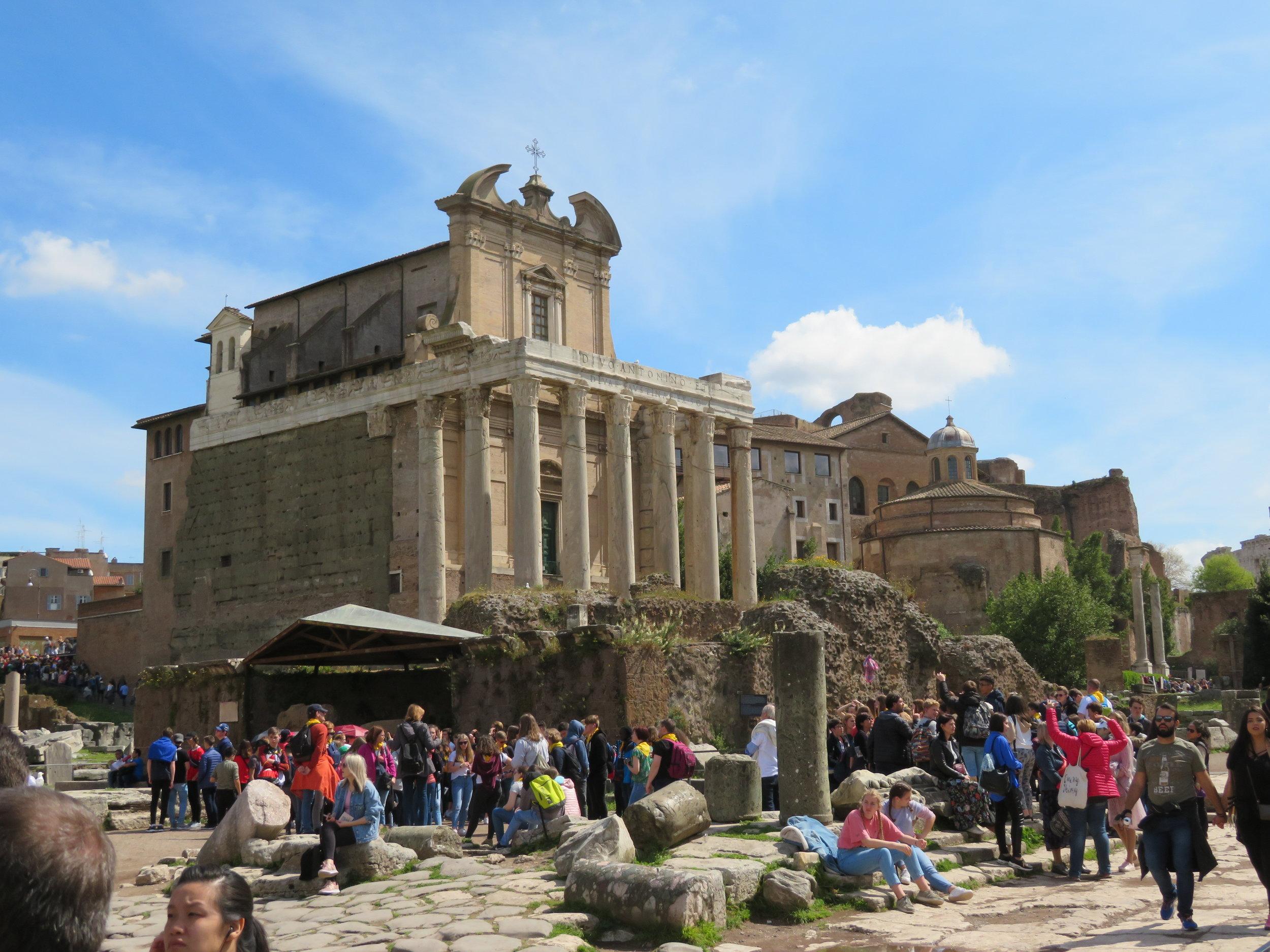 Colosseum_forum ruins1.JPG