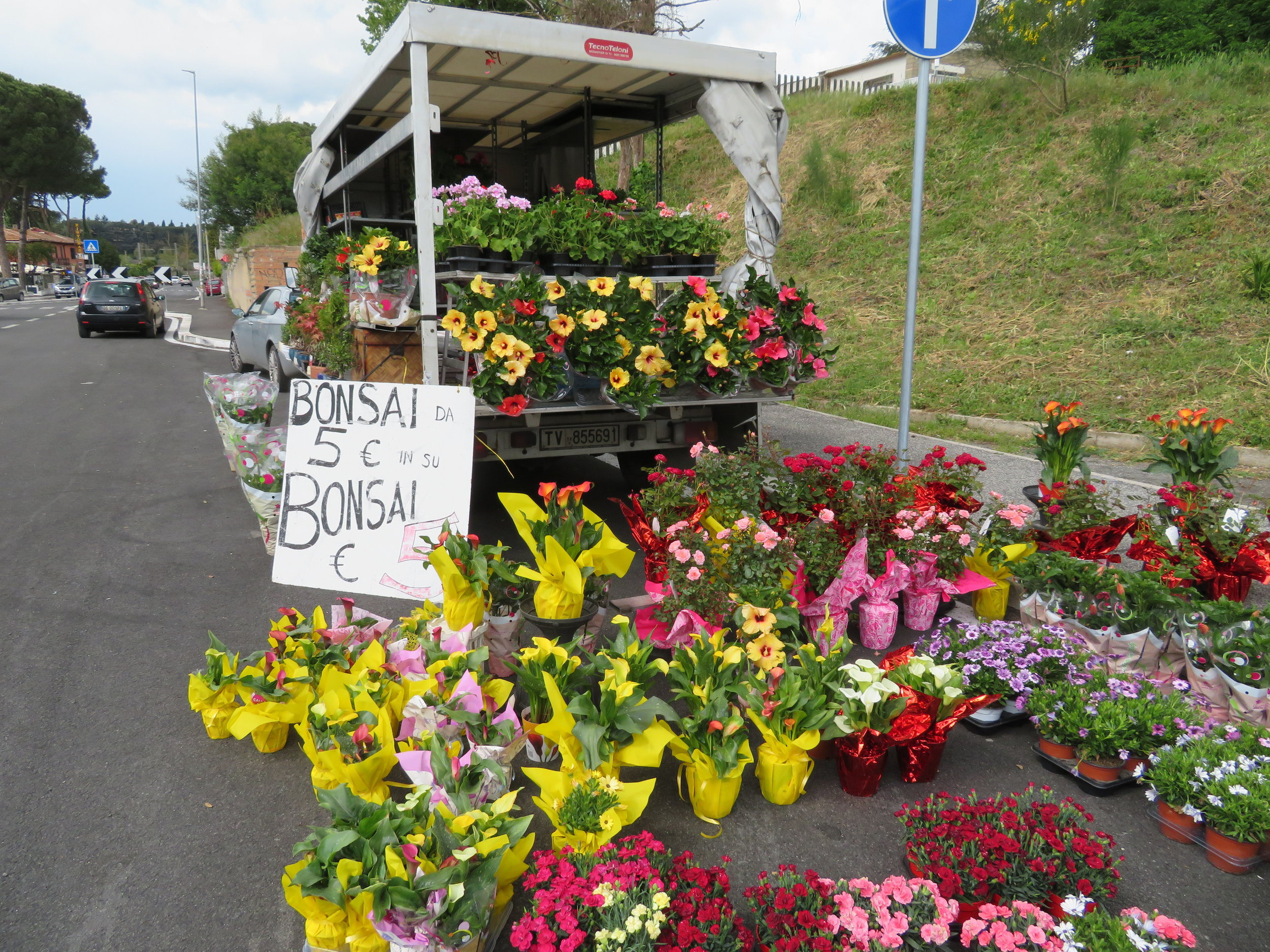 Rome-to-Isola_flower truck.JPG