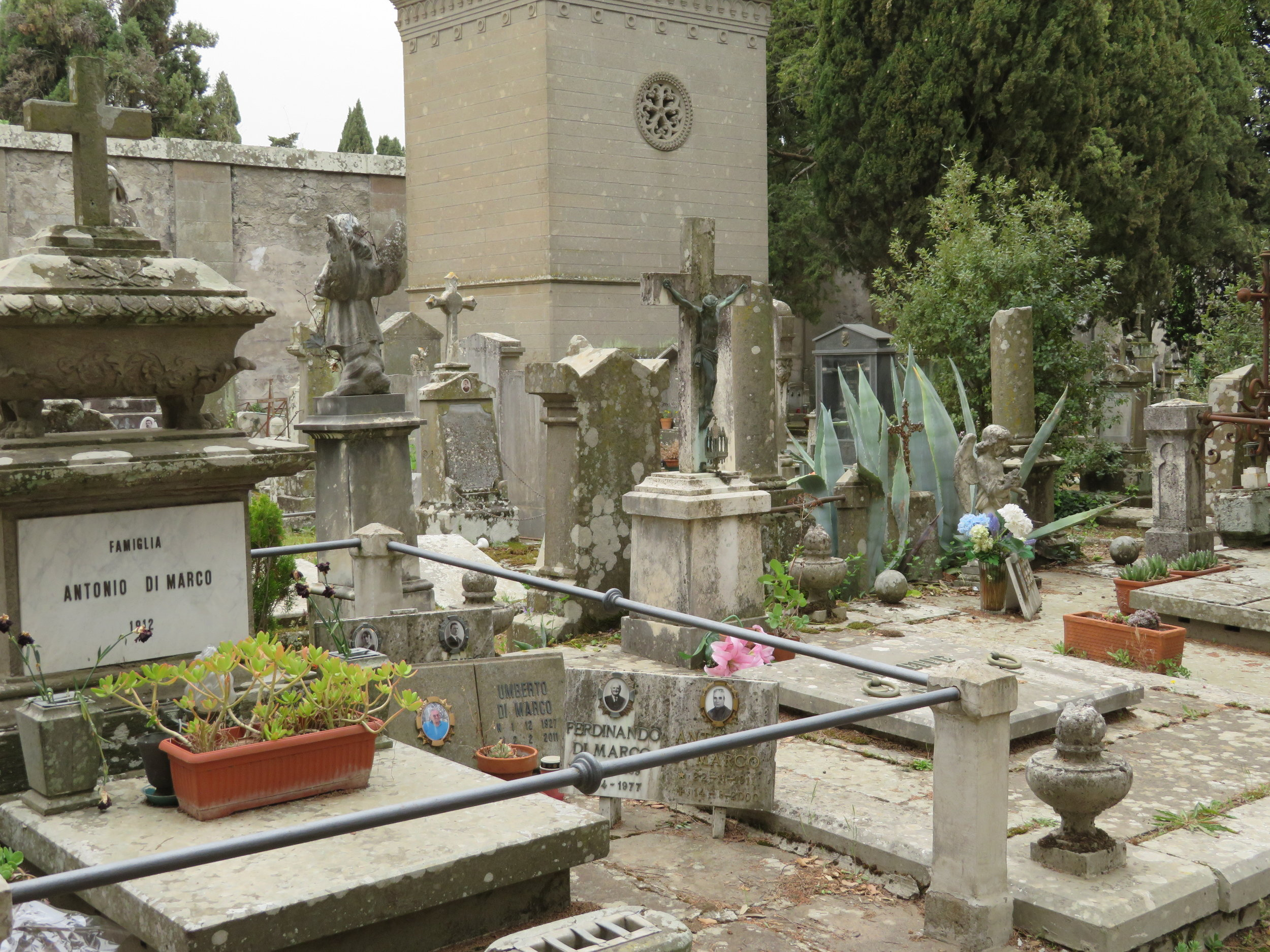 Day6-Viterbo-Monte_cemetery1.JPG
