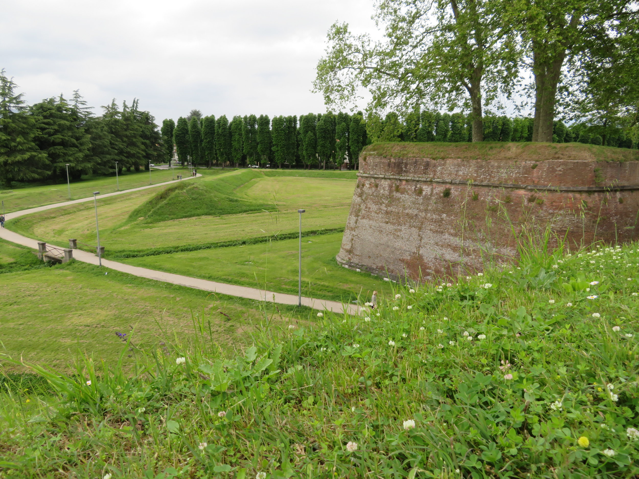 2.5 miles of intact medieval walls
