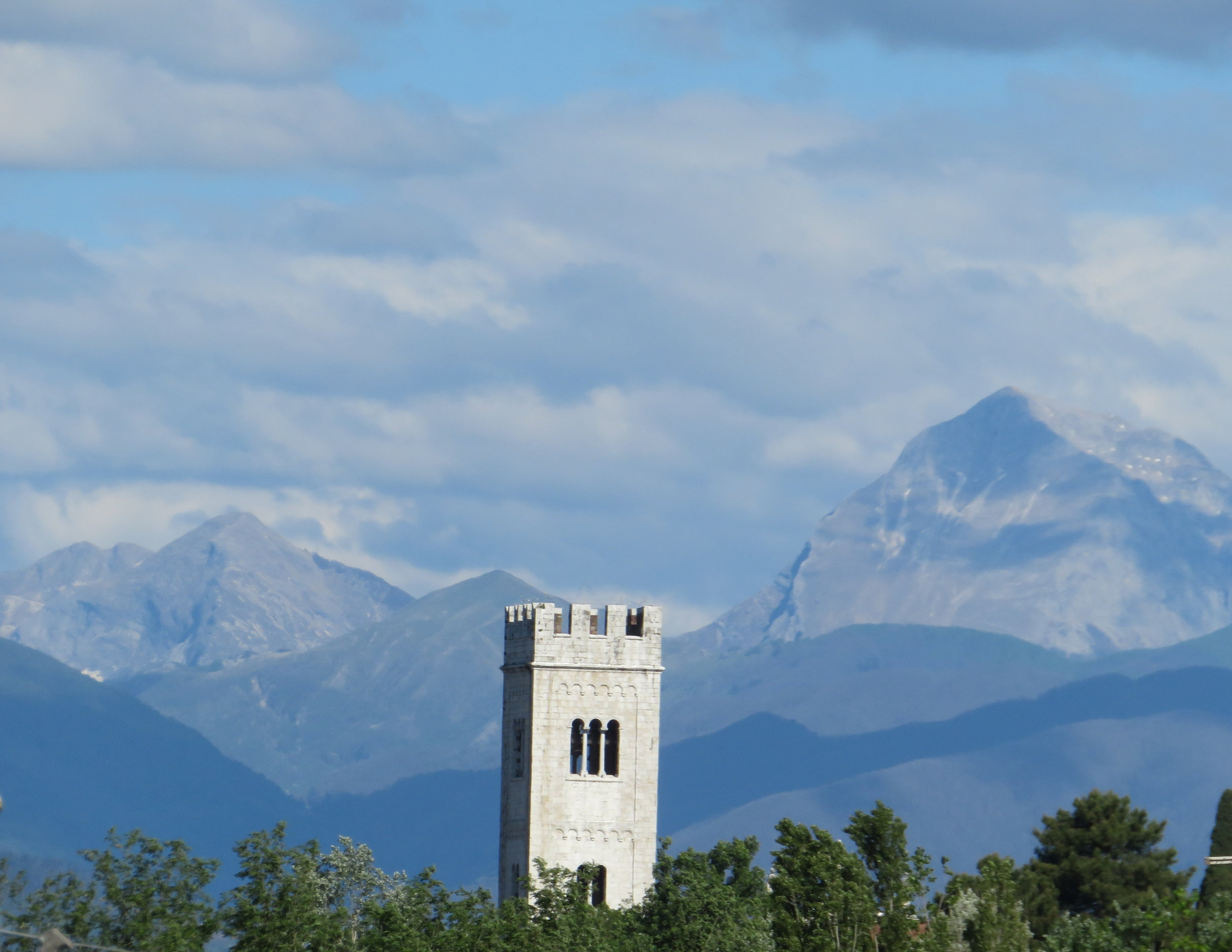 Alto-Lucca_church tower and mountains.JPG