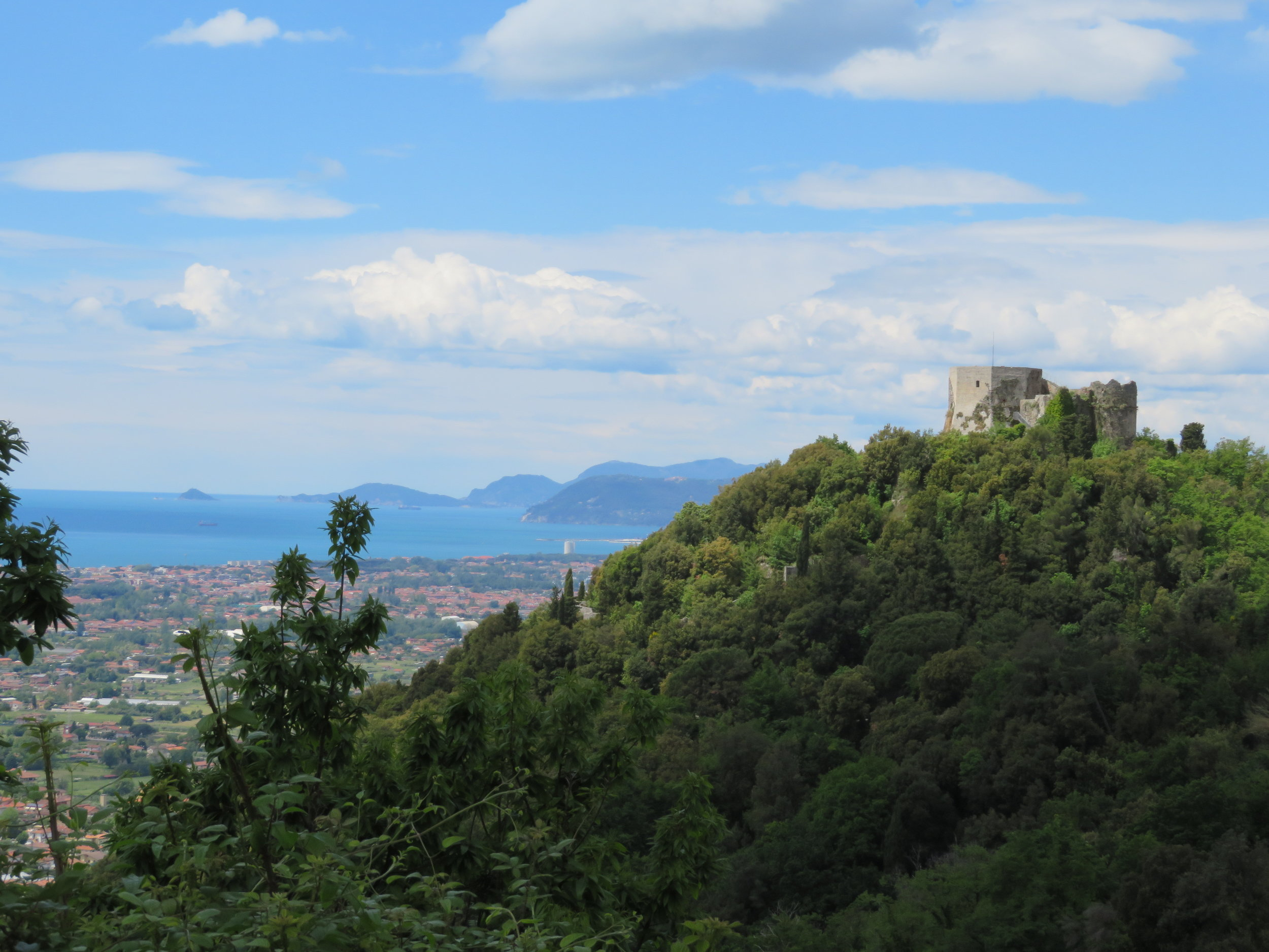 There are mountains all around us now except to the west where the Ligurian Sea (the Mediterranean) lies. The views are simply stupendous. Above, a view of the Ligurian Sea from the path far above