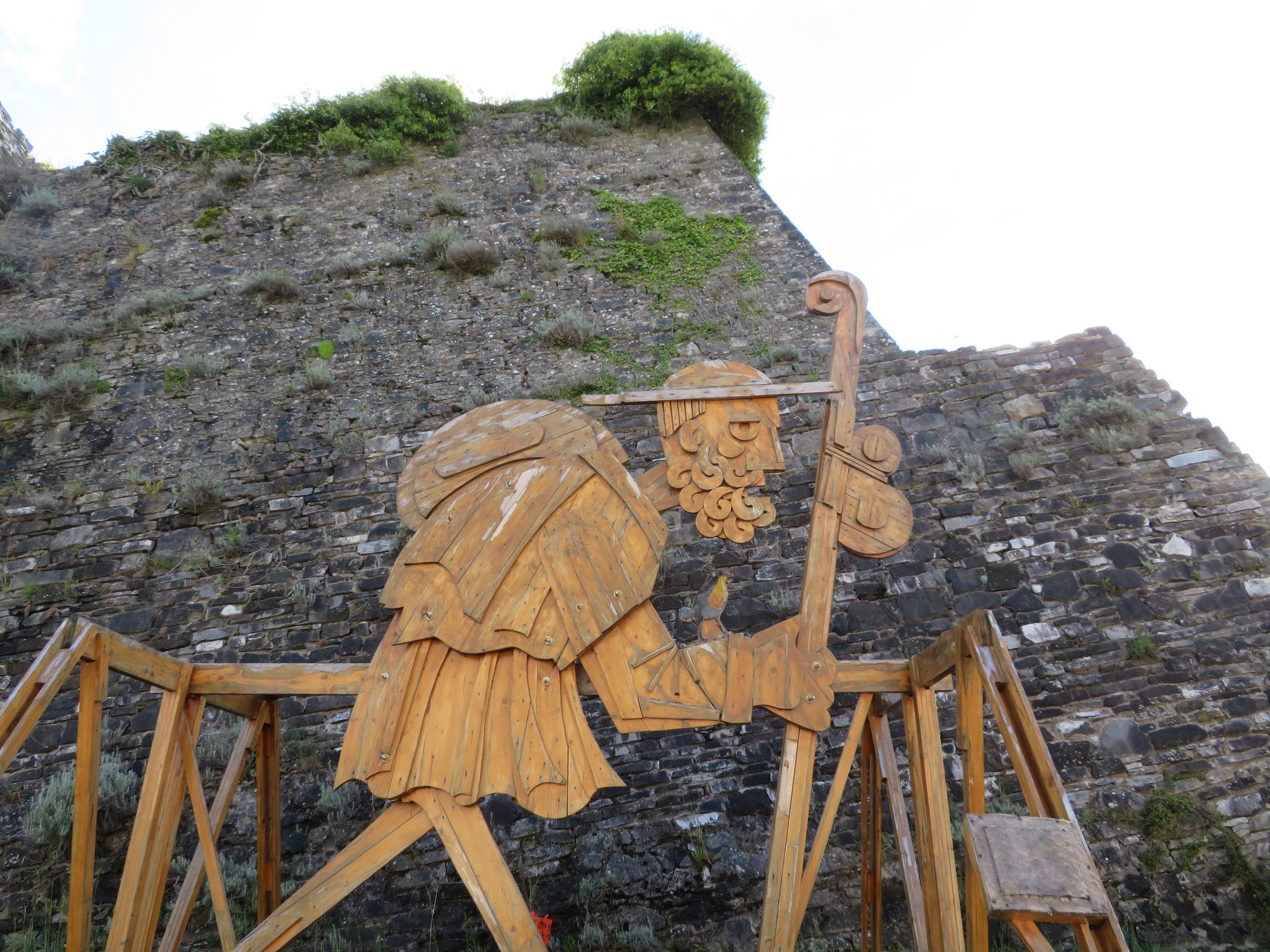 cisa-cassio_remains of castello di Berceto with pilgrim.JPG