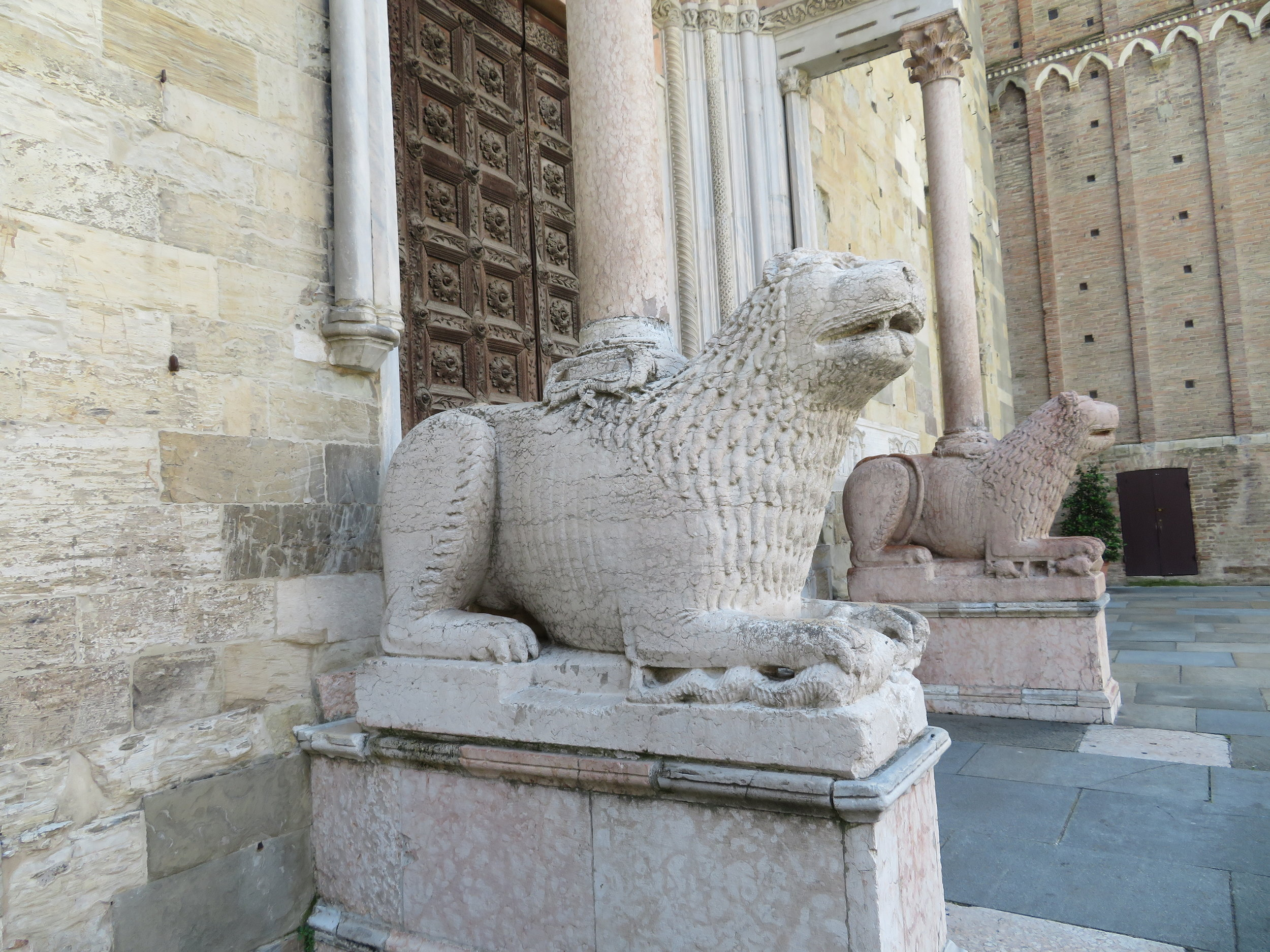 Two marble lions, sculpted by Giambono da Bissono in 1281, stand sentry at the entrance and are symbolic of this Cathedral.