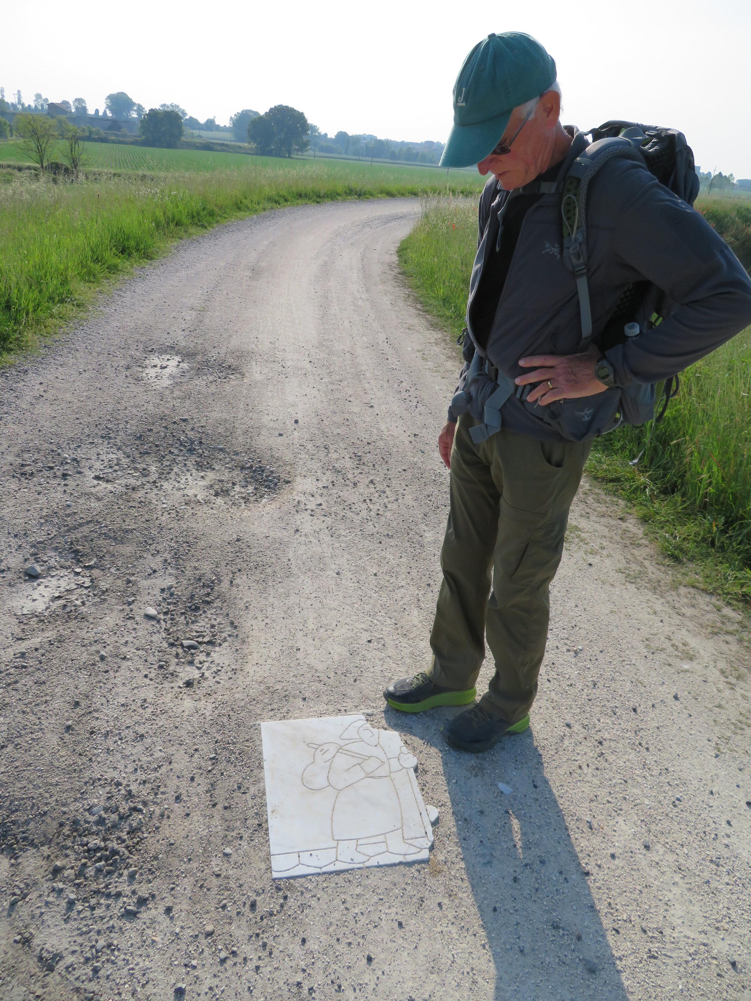 orio-santa cristina_VF marker on road.JPG