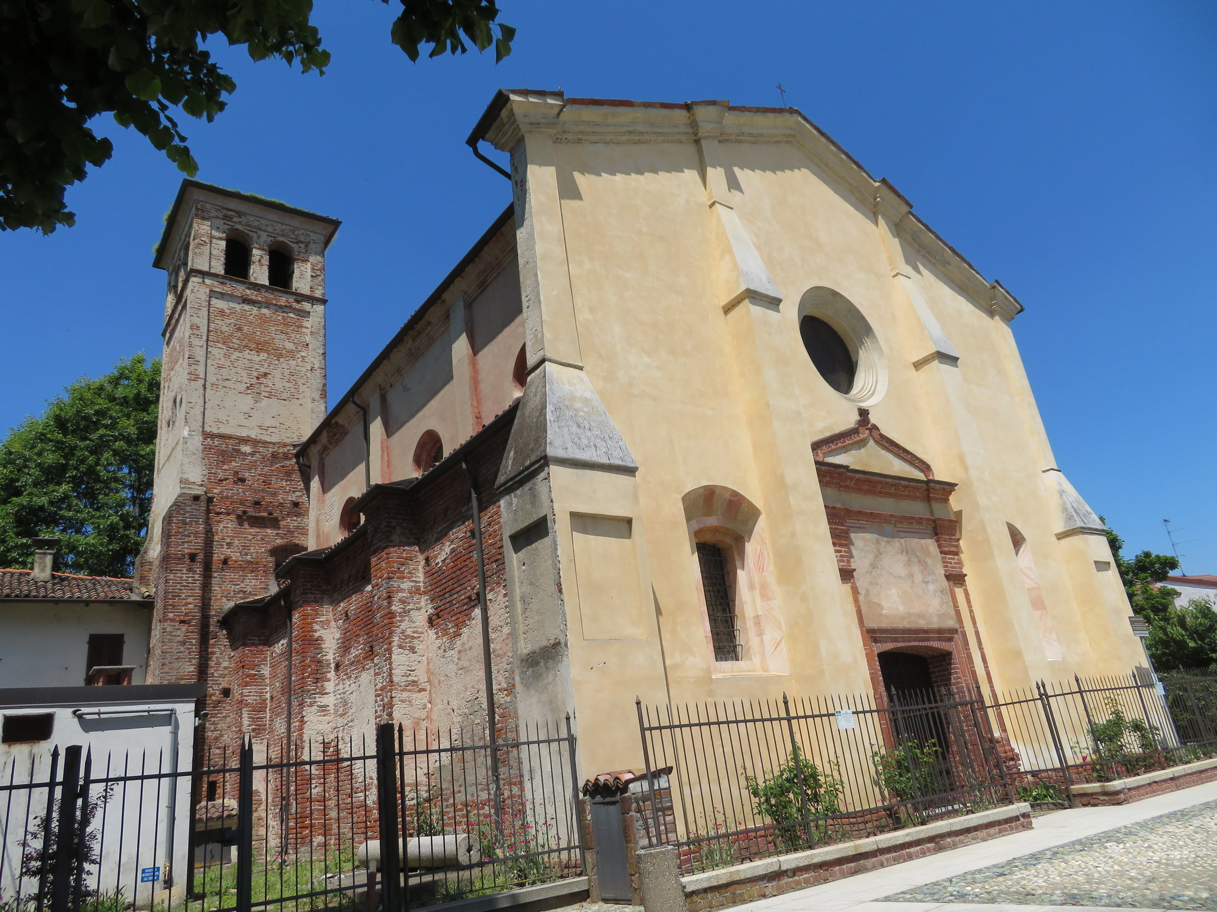 We passed several churches today, but 12th century Santa Maria del Campo , was the most interesting.