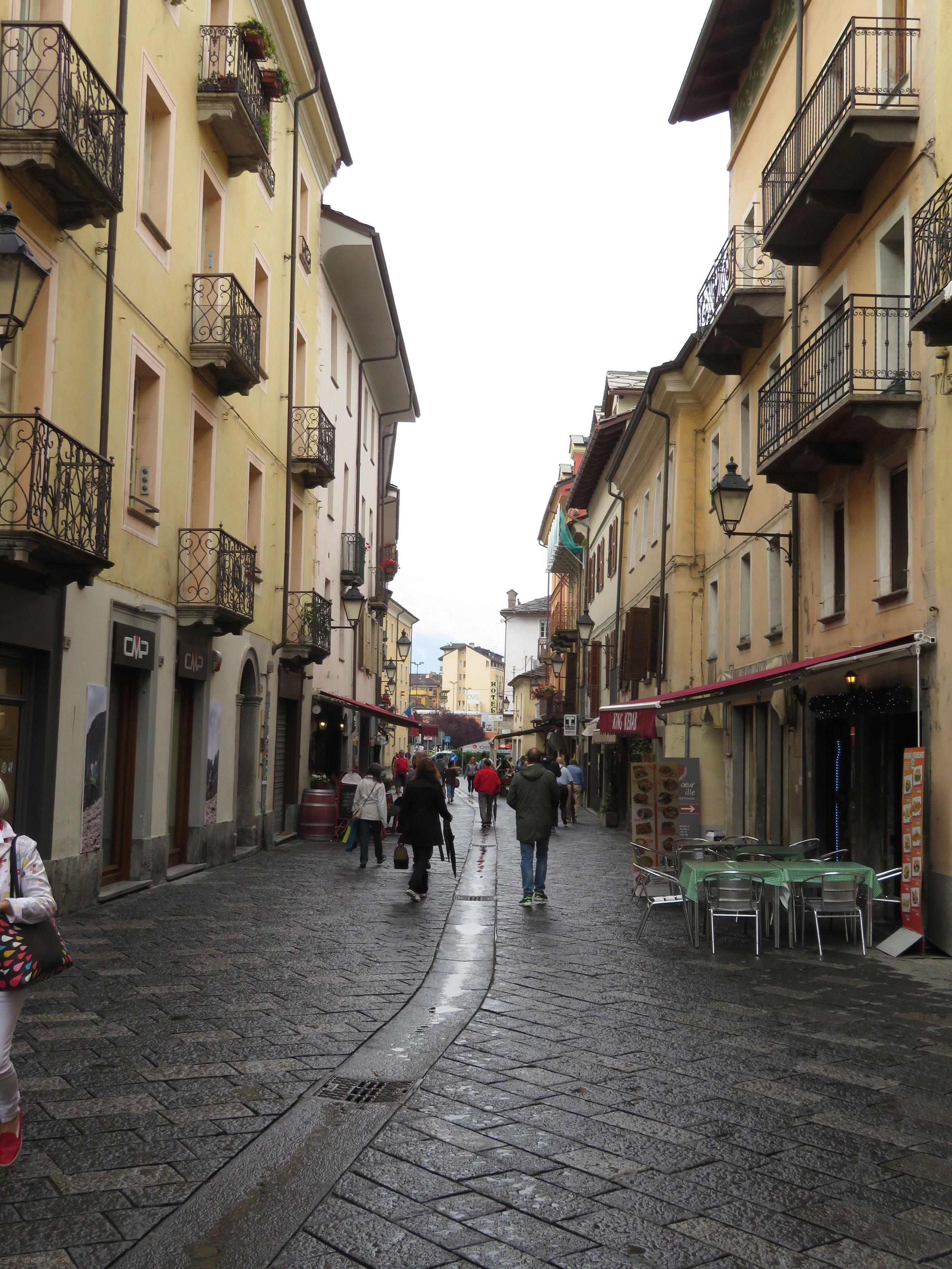 Busy, wet Aosta street