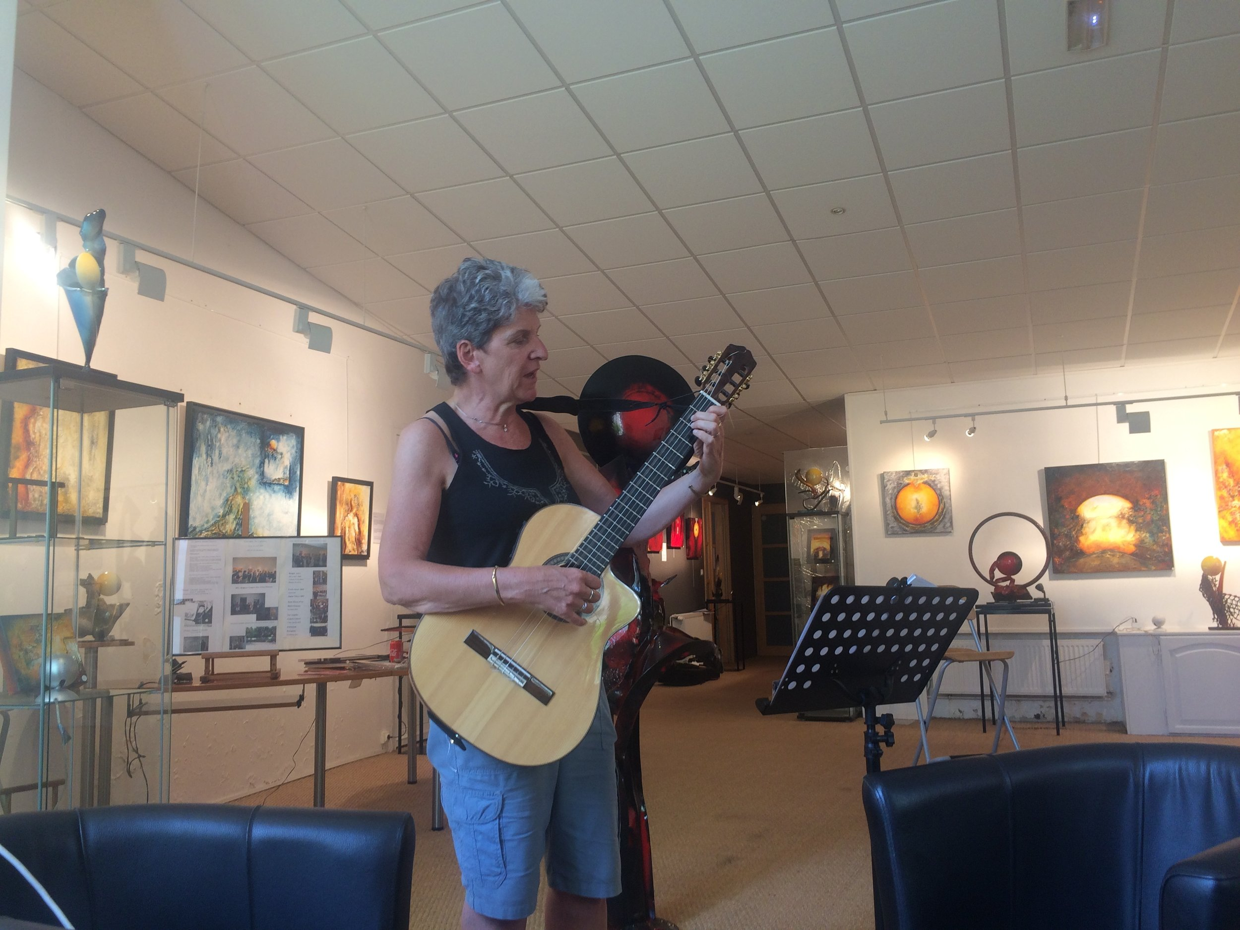 Valerie played and sang for us in the gallery of Maison L'Arthure.