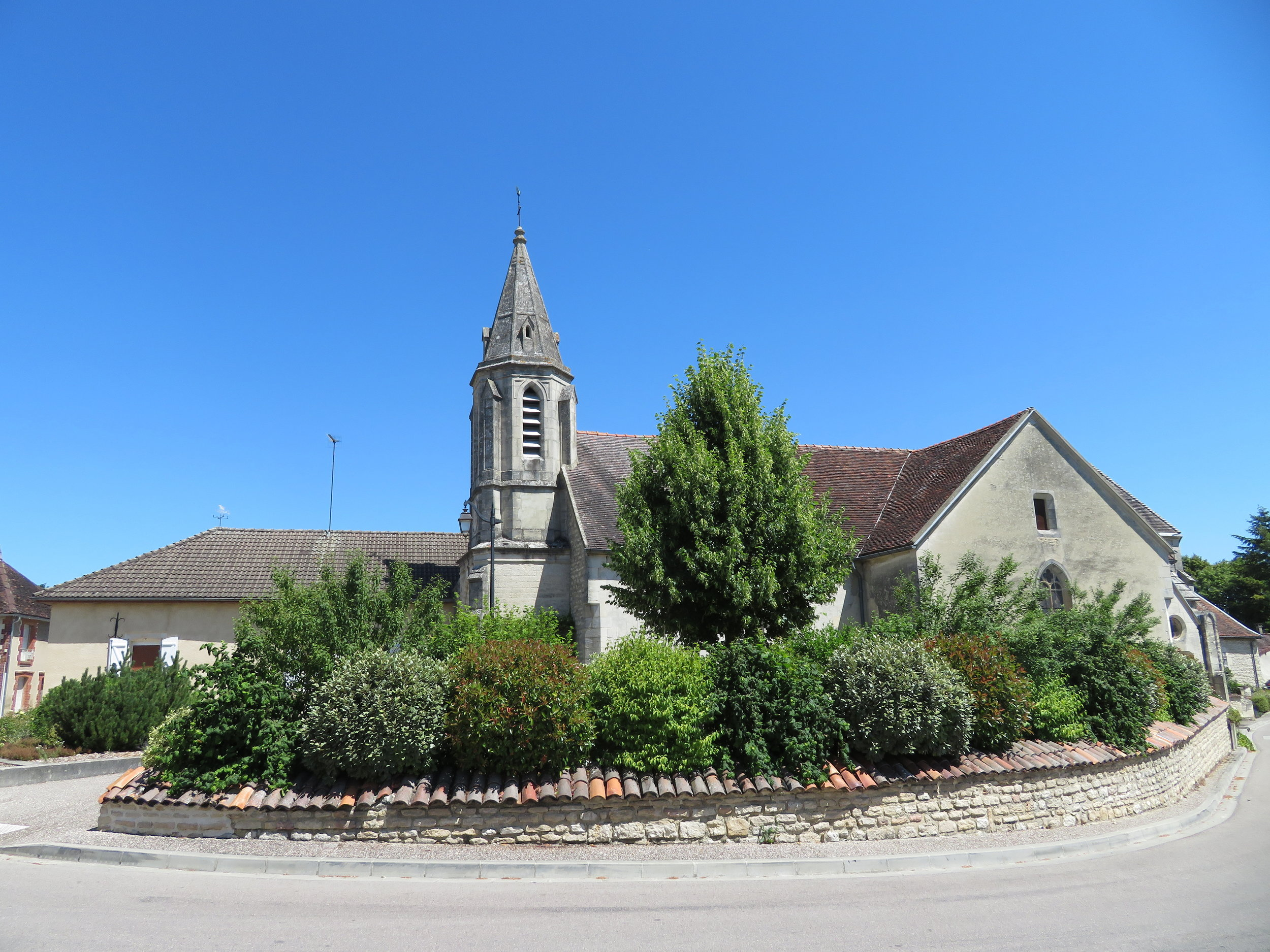 St. Leger Church in Dolancourt dates back to the 12th century.