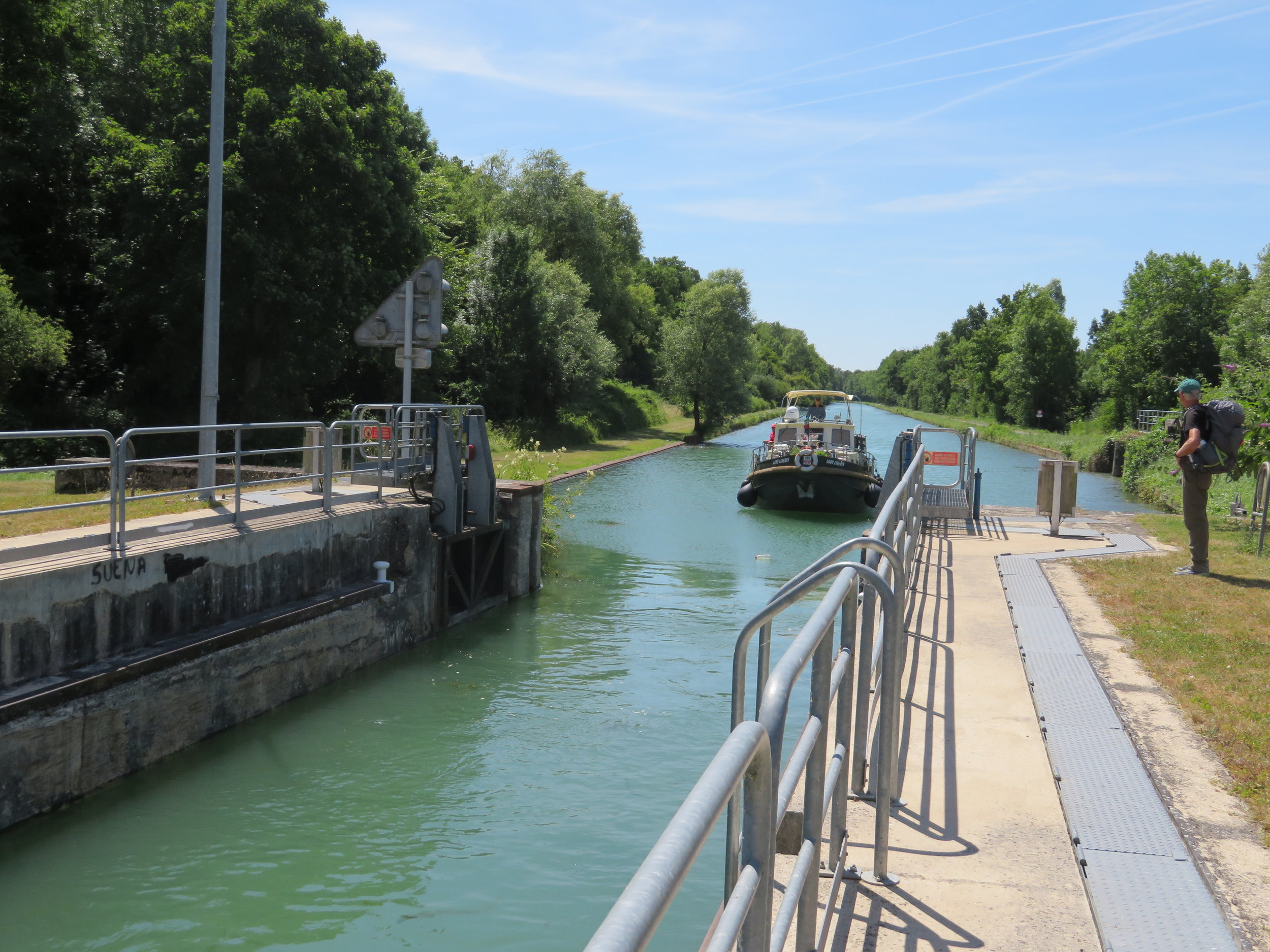 chatelraold-laChausee_operating the locks1.JPG