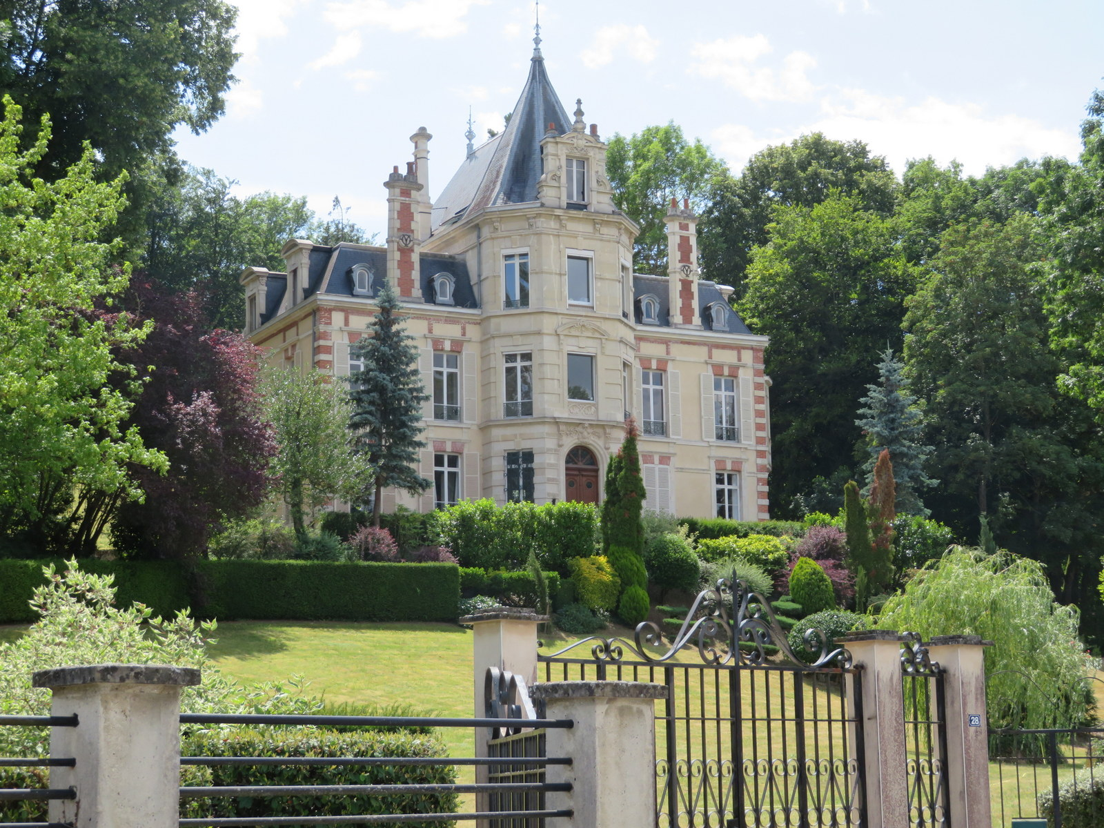 One of many 'champagne mansions' in Rilly la Montagne
