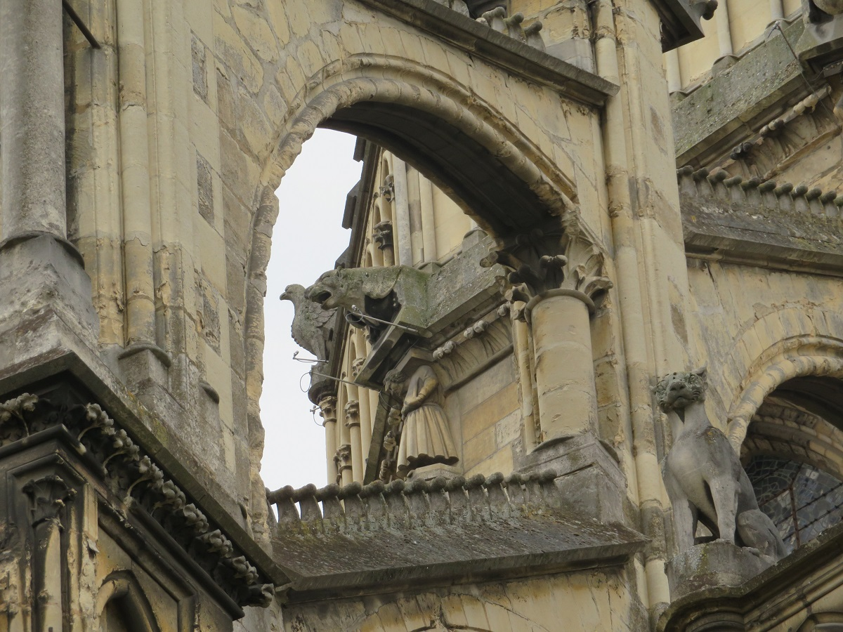 reims_arches and animals.JPG
